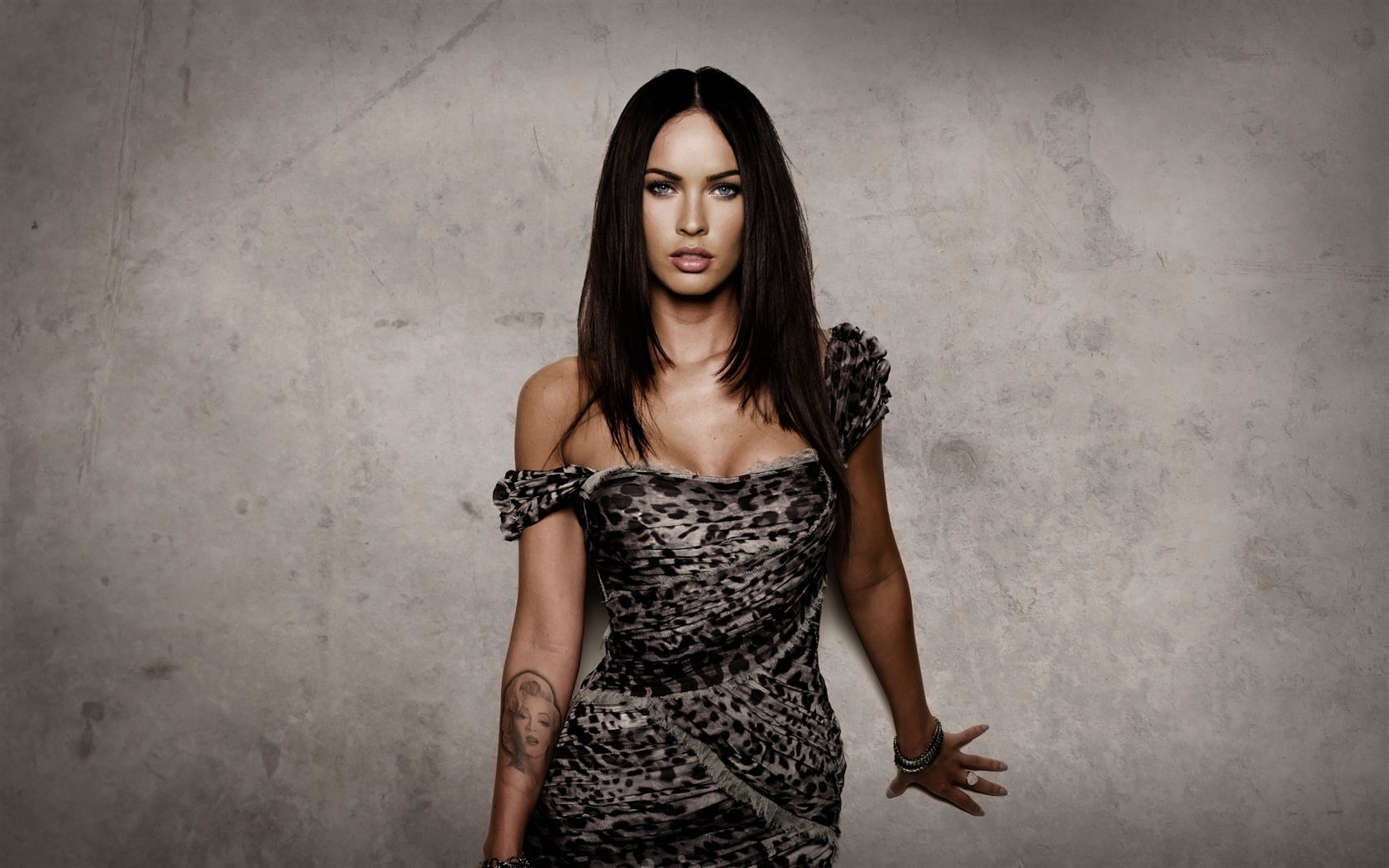 Megan Fox 06 wallpaper - 1680x1050