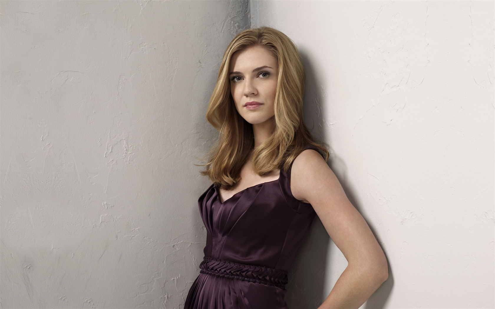 Sara Canning 01 wallpaper - 1680x1050