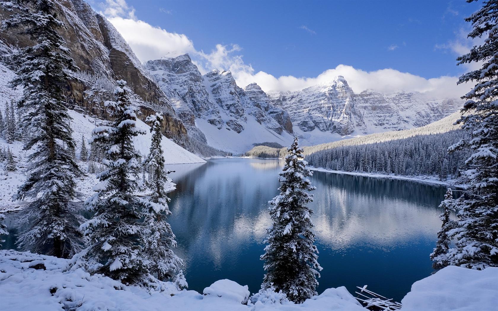 冬、雪に覆われた山々や木々、凍った湖 壁紙 - 1680x1050   冬、雪に覆われた山々や木