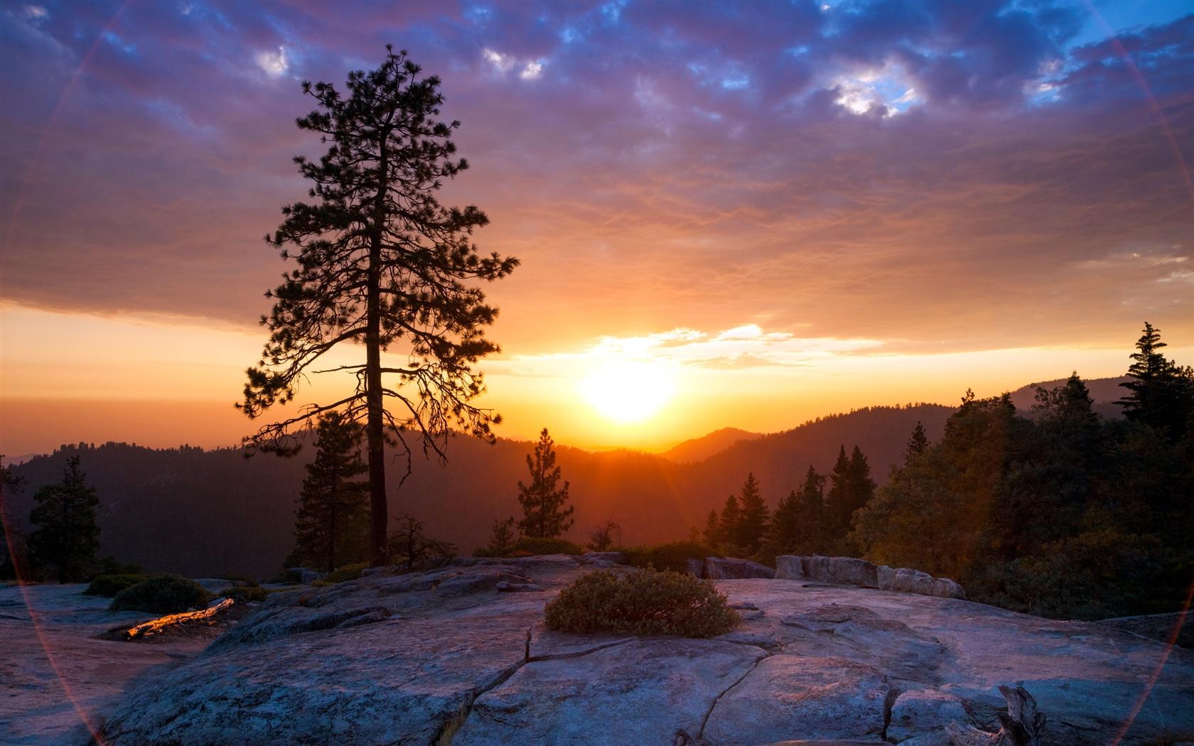 灭霸坐在山上看日出_灭霸看日出剧照_灭霸看日出图片_灭霸看太阳_飞行网