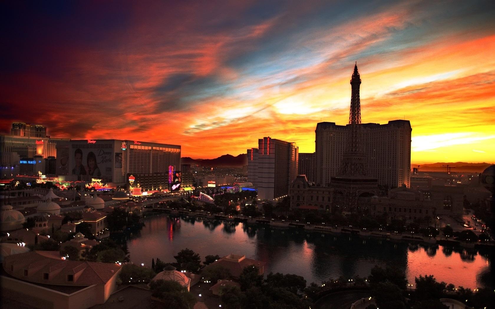 城市夜景,拉斯维加斯,赌场,建筑物,灯,日落,红色的天空 壁纸 - 1680x1图片