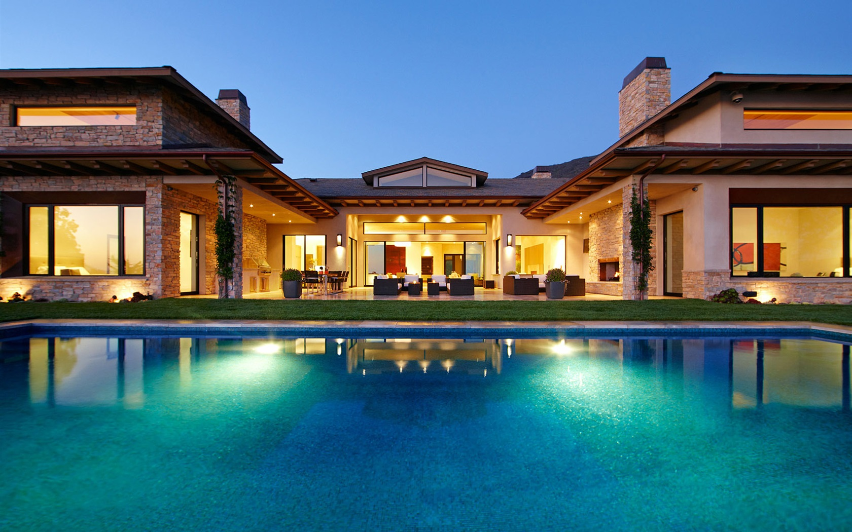 Noche hogar casa villa luces piscina sillas sof s for Alberca cristal londres