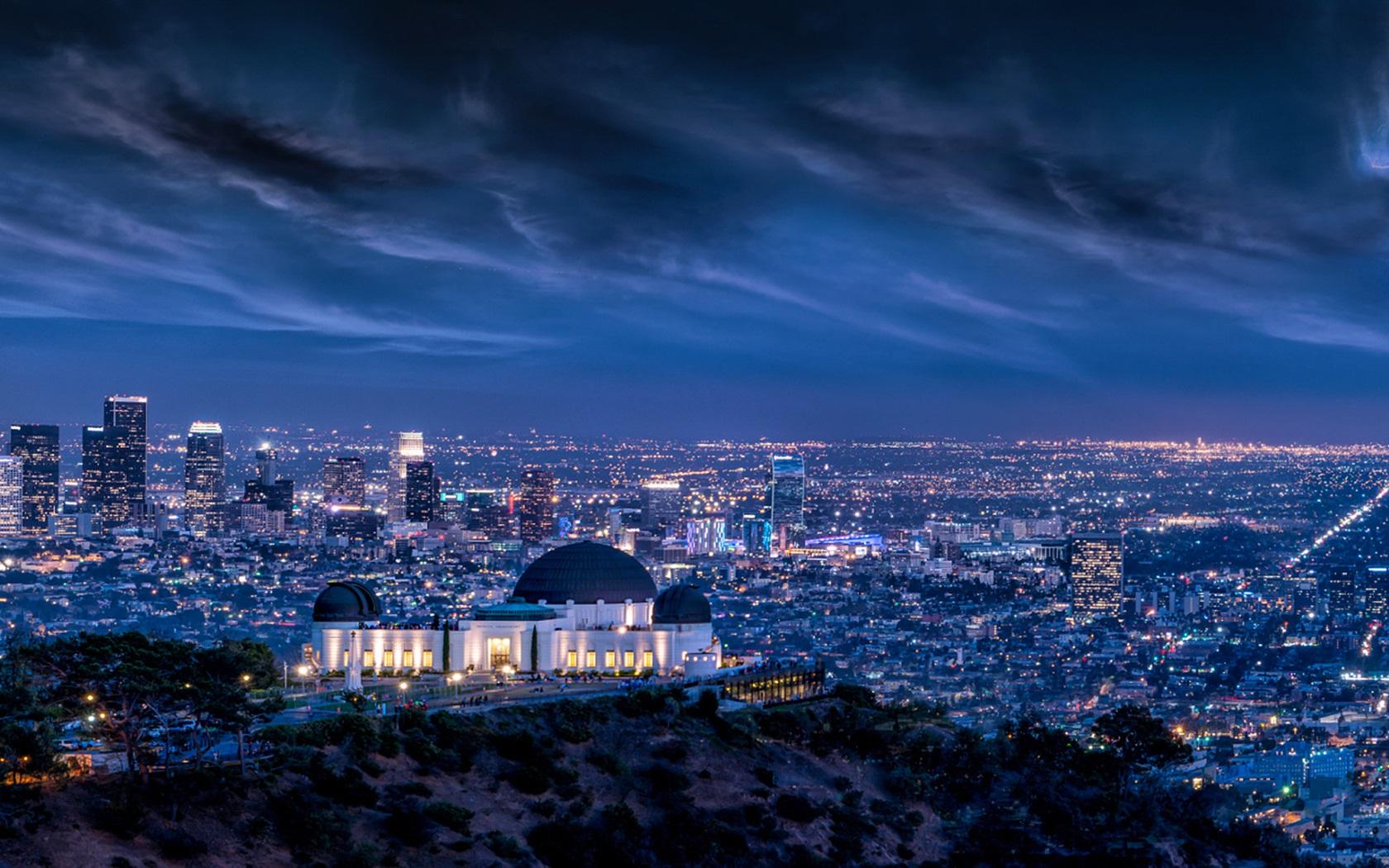 街並み 夜 嵐 ライト グリフィス天文台 ロサンゼルス アメリカ
