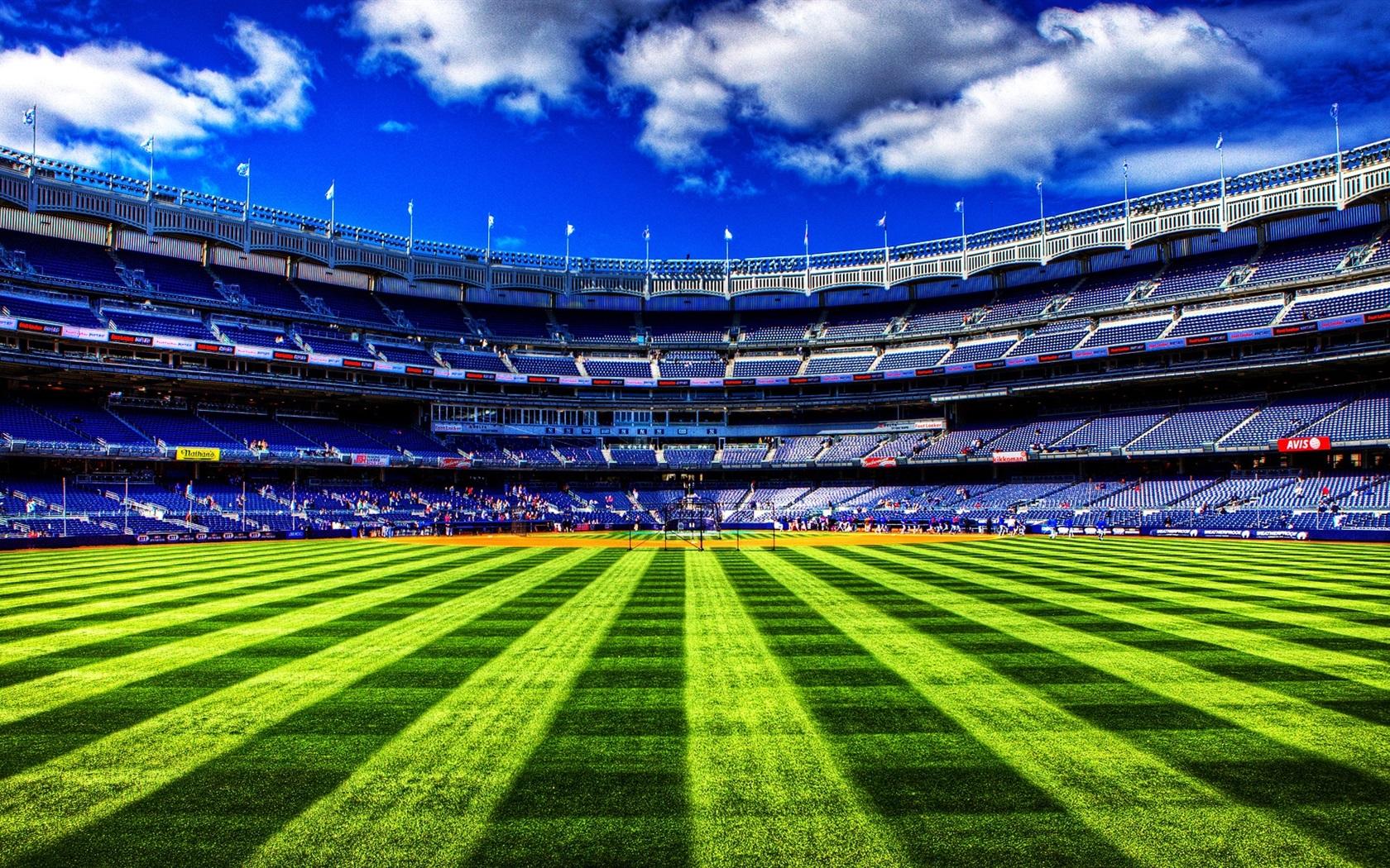 野球場 緑色の草 空 雲 640x960 Iphone 4 4s 壁紙 背景 画像