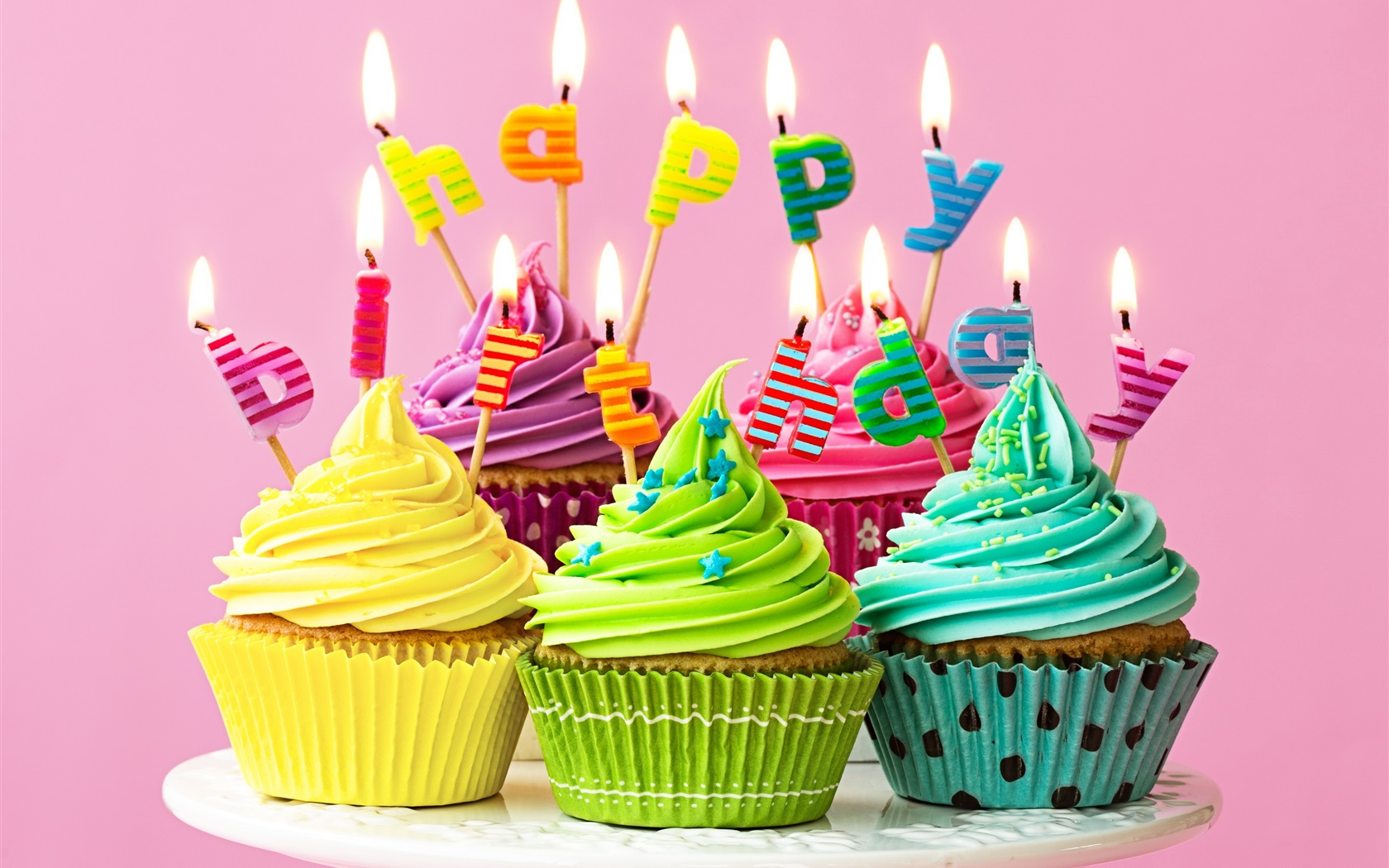 wallpaper happy birthday candles fire colorful cupcakes 3840x2160 uhd 4k picture image. Black Bedroom Furniture Sets. Home Design Ideas