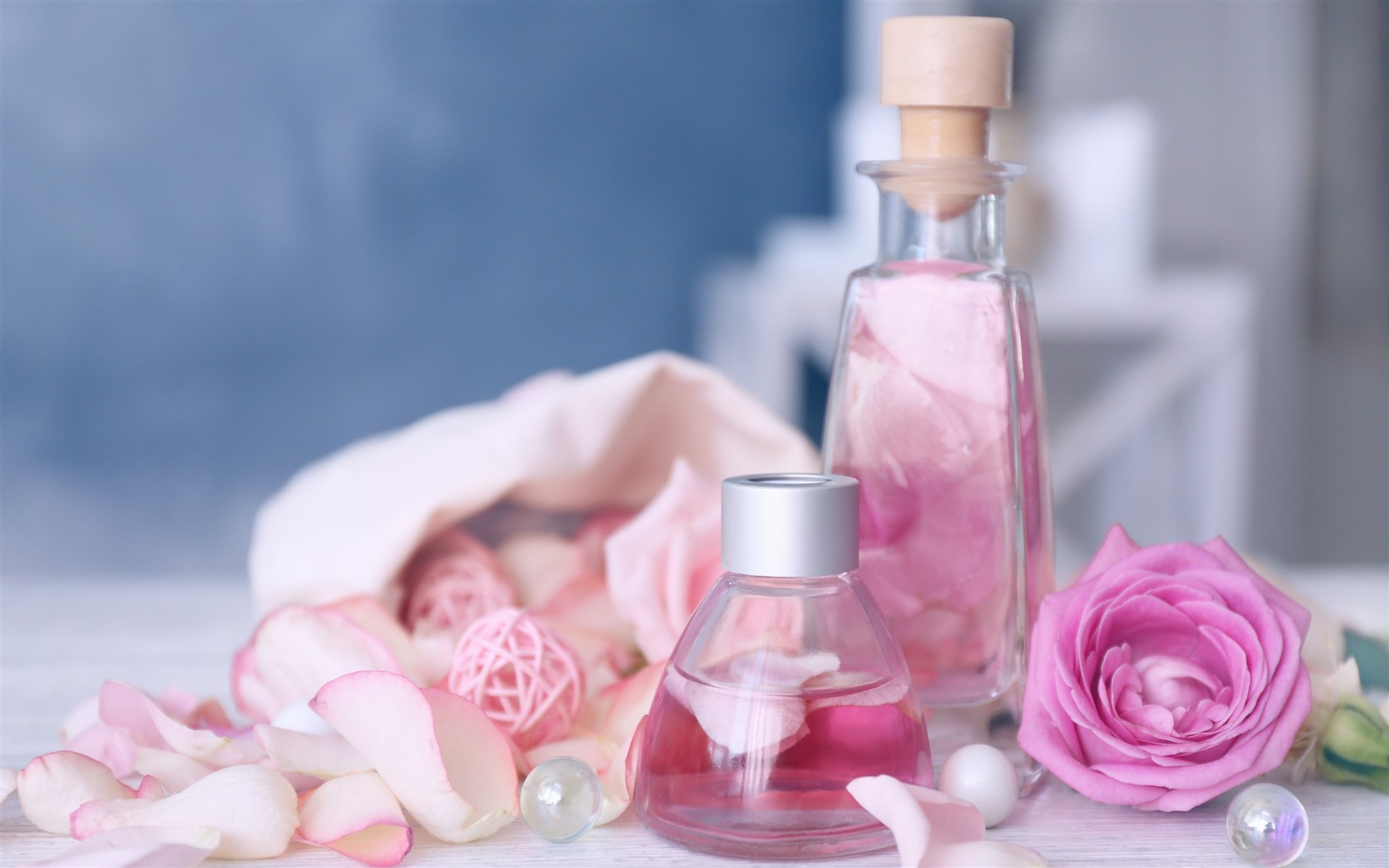 Wallpaper Pink Roses Bottle Perfume 2880x1800 Hd Picture