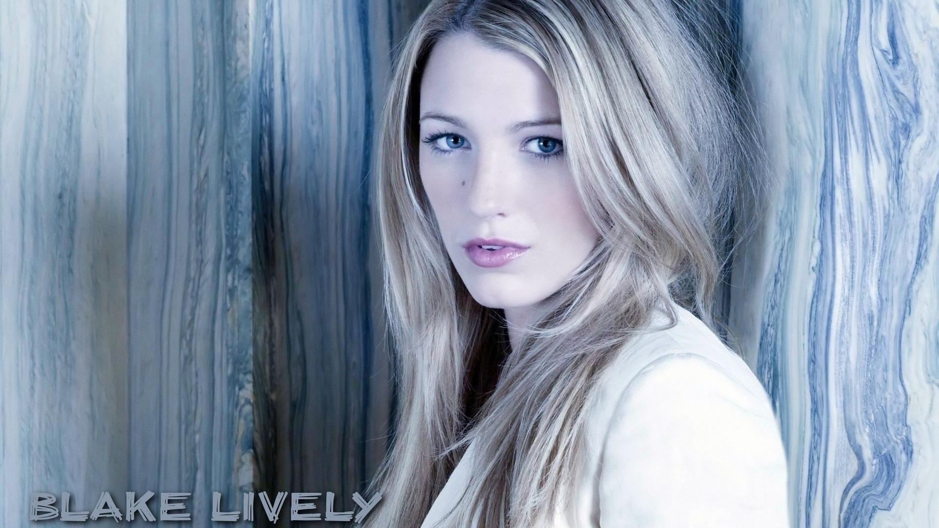 Blake-Lively-01_1920x1...