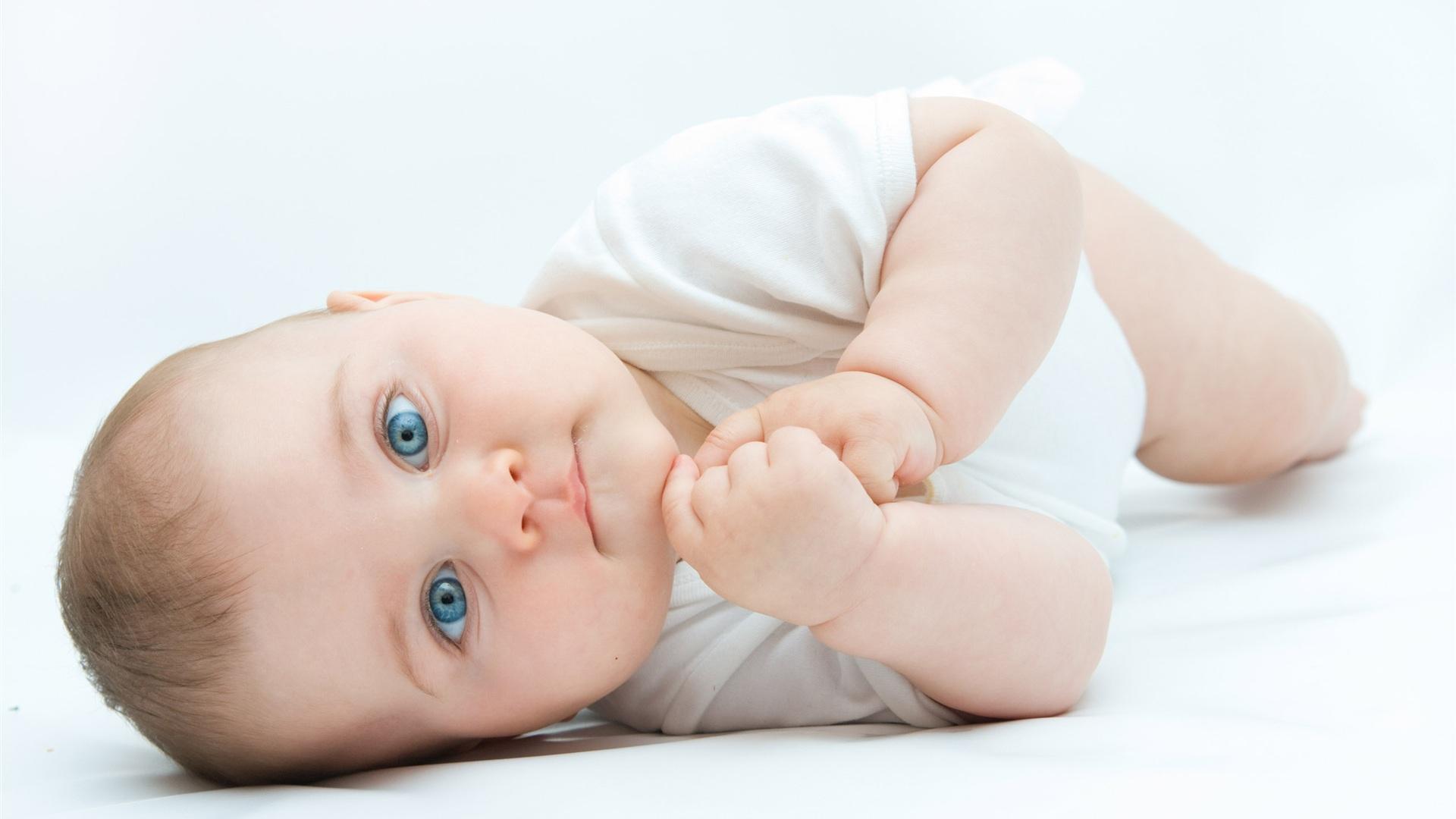 首页 可爱 侧身的可爱宝宝 壁纸  侧身的可爱宝宝 桌布 - 1920x1080