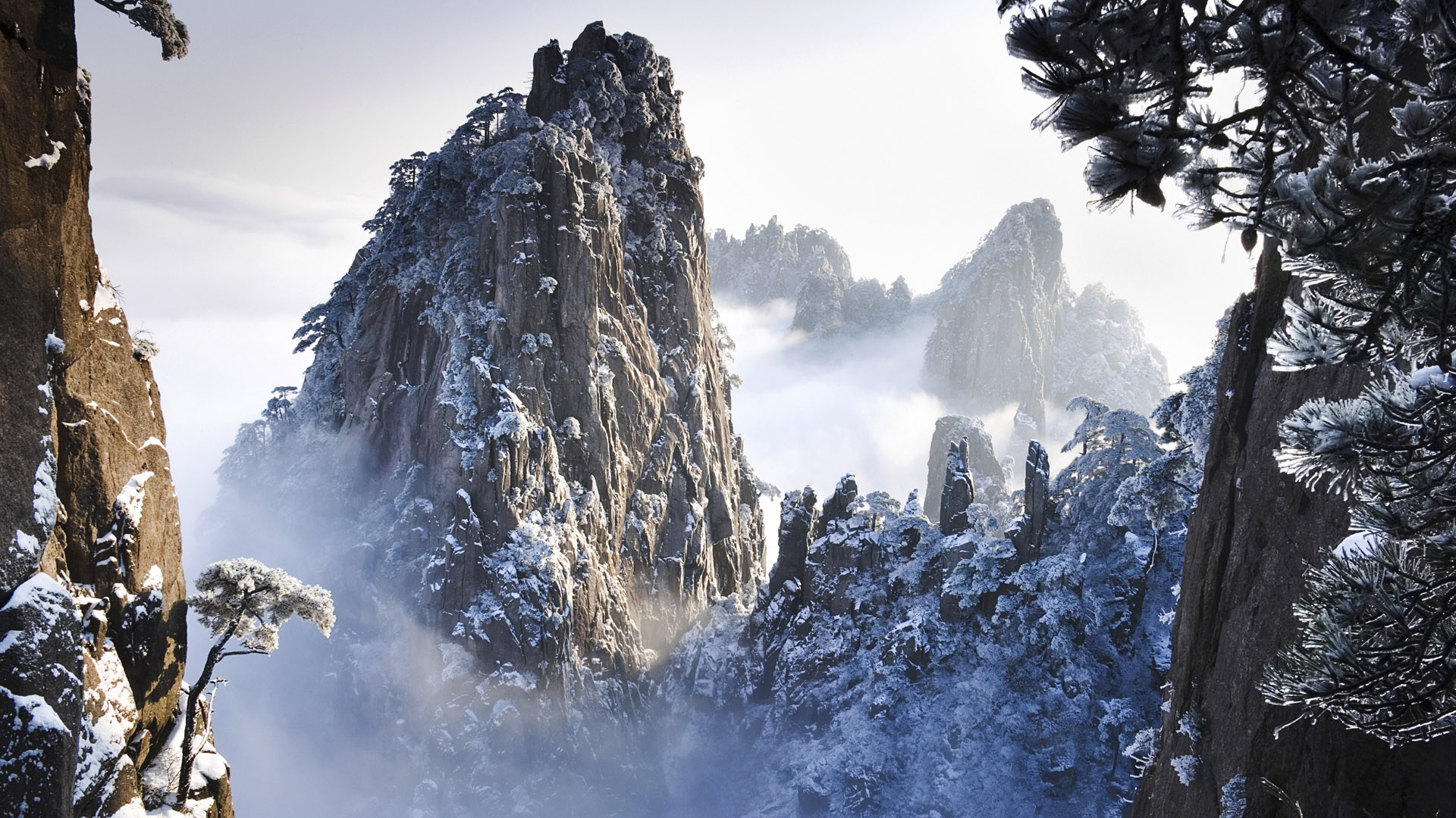 Huangshan-Gebirge im Winter in Anhui, China ...