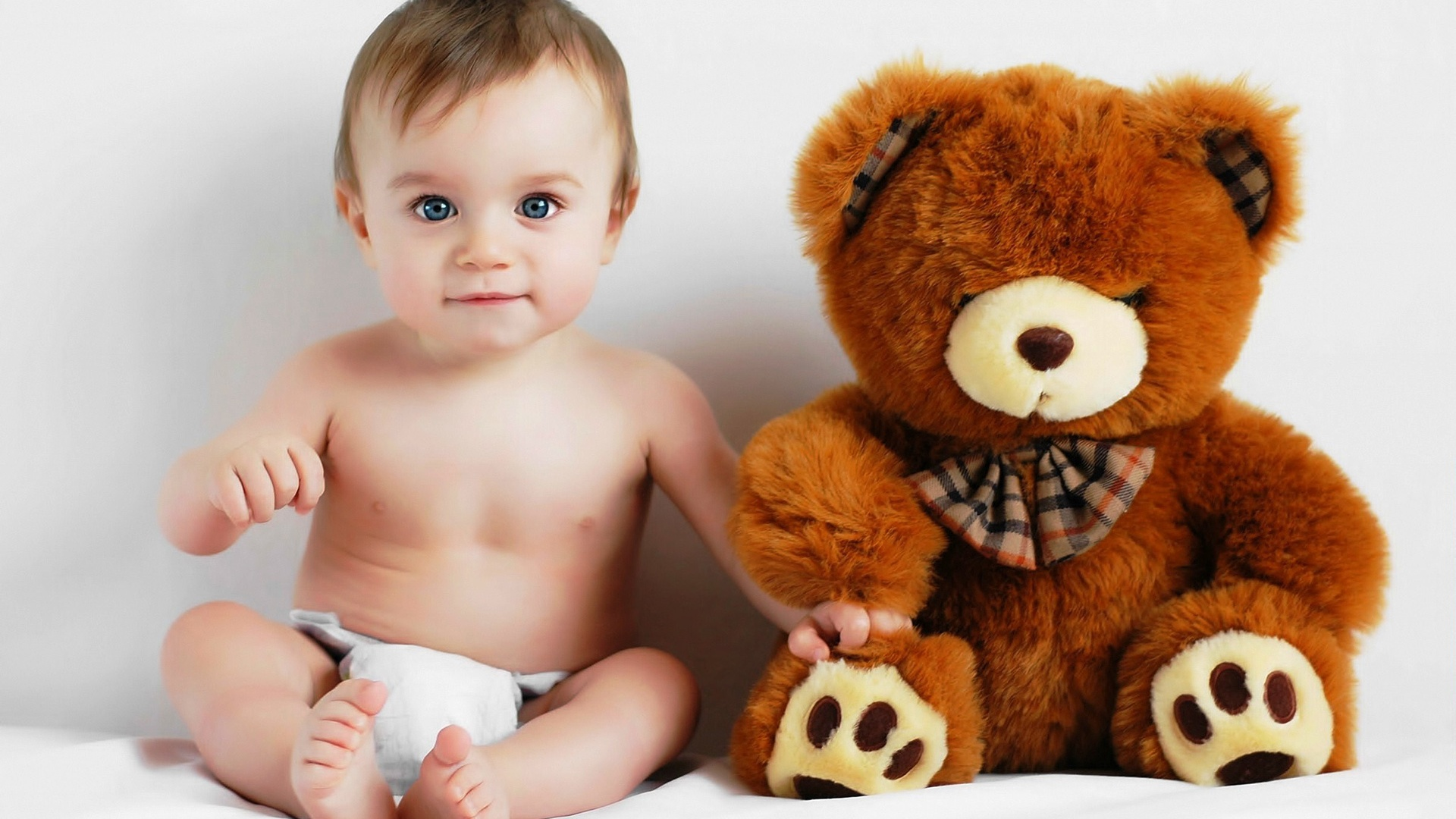 Baby and teddy bear photo wallpaper - 1920x1080