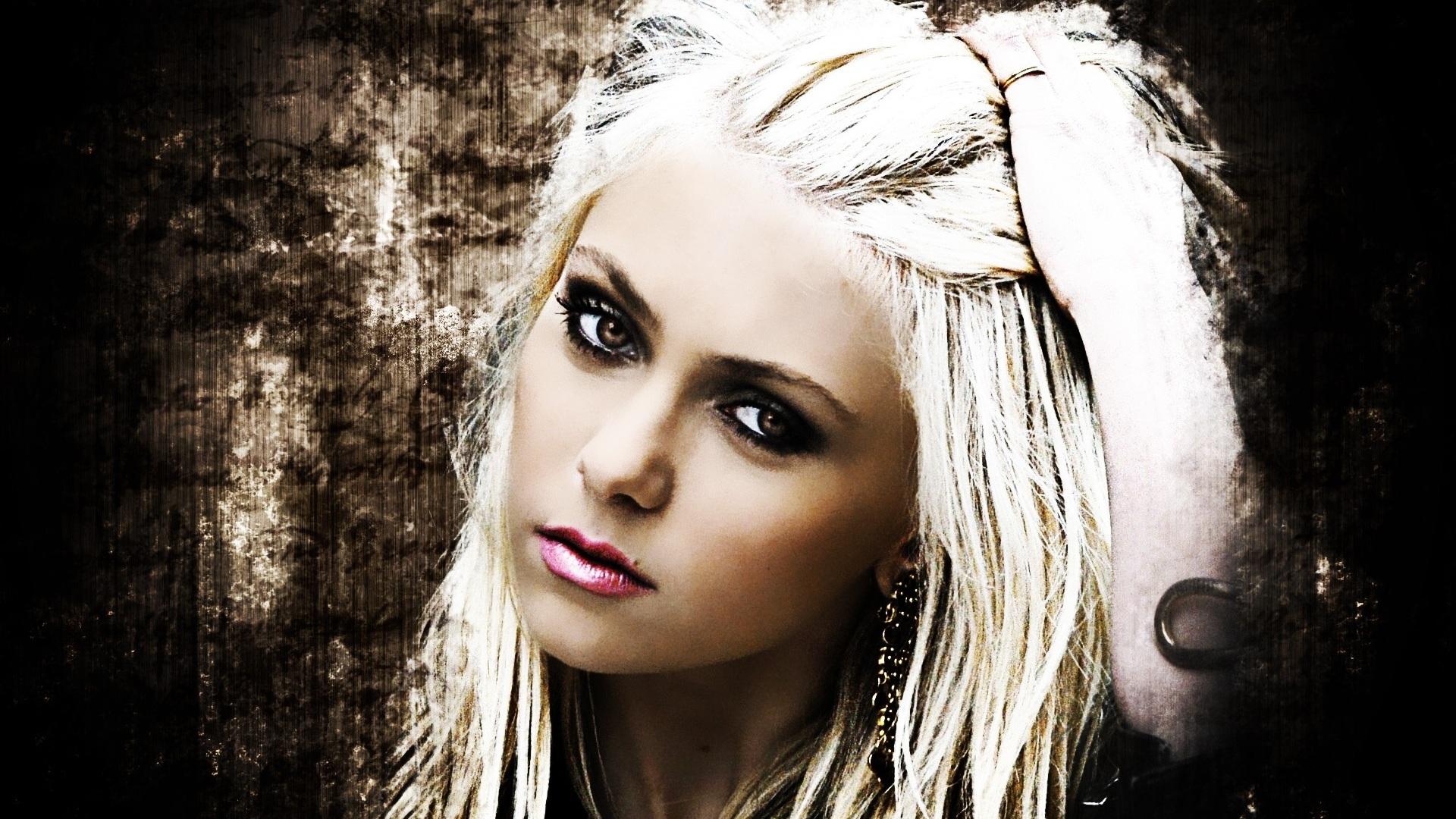 Taylor-Momsen-01_1920x1080.jpg Taylor Momsen