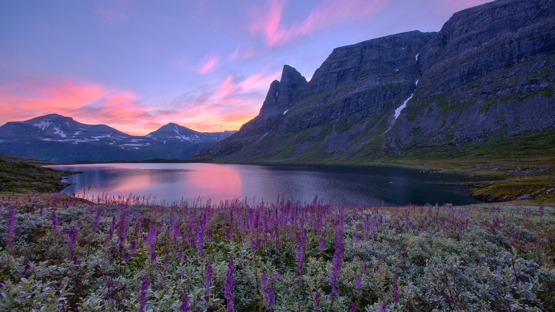 Роскошные пейзажи Норвегии - Страница 15 Norway-nature-scenery-lake-mountains-flowers-sunrise_1920x1080
