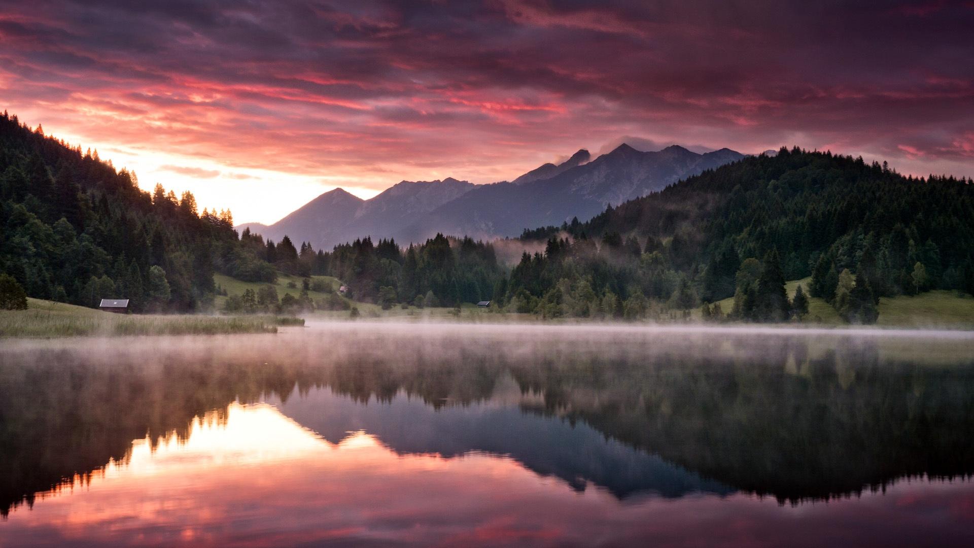 Горы, лес, озеро анонимно