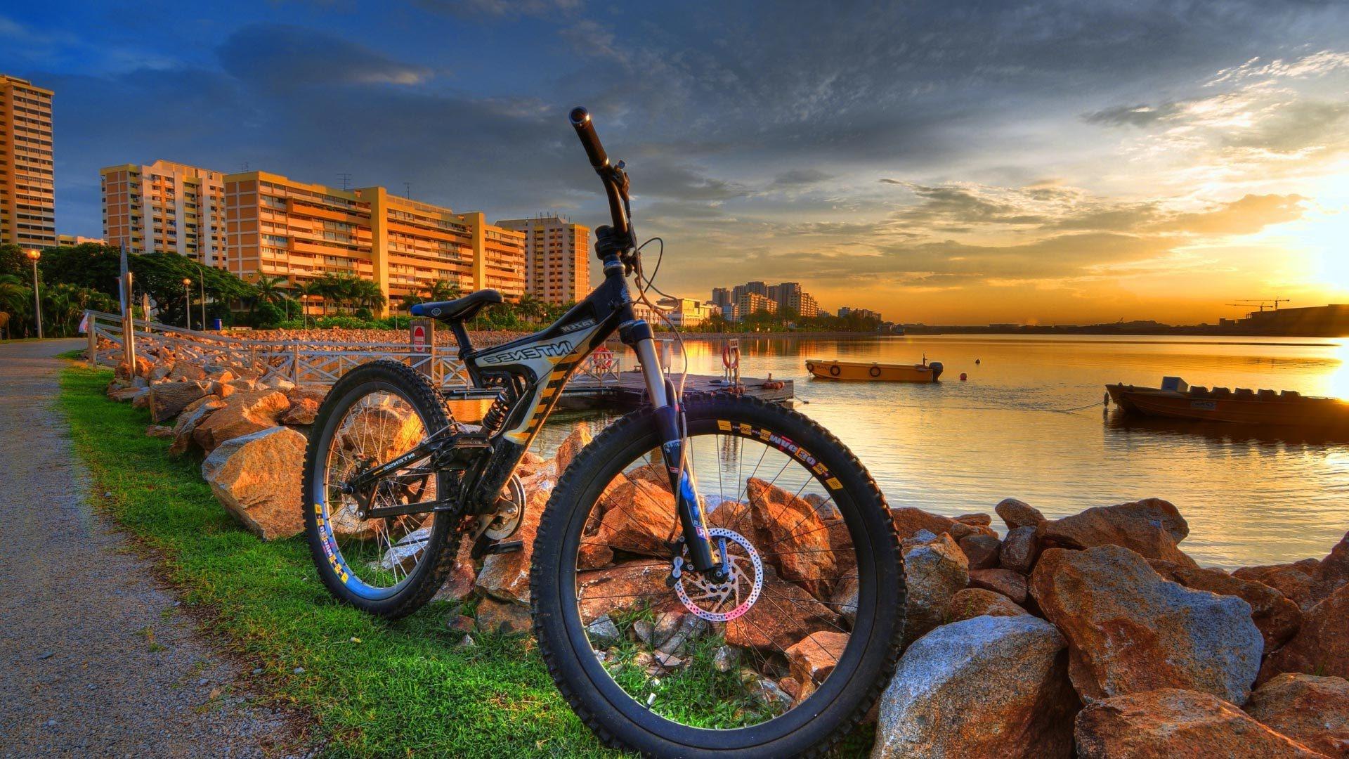 Fonds d'écran Ville, côte, vélo, coucher de soleil 1920x1080 Full HD 2K image