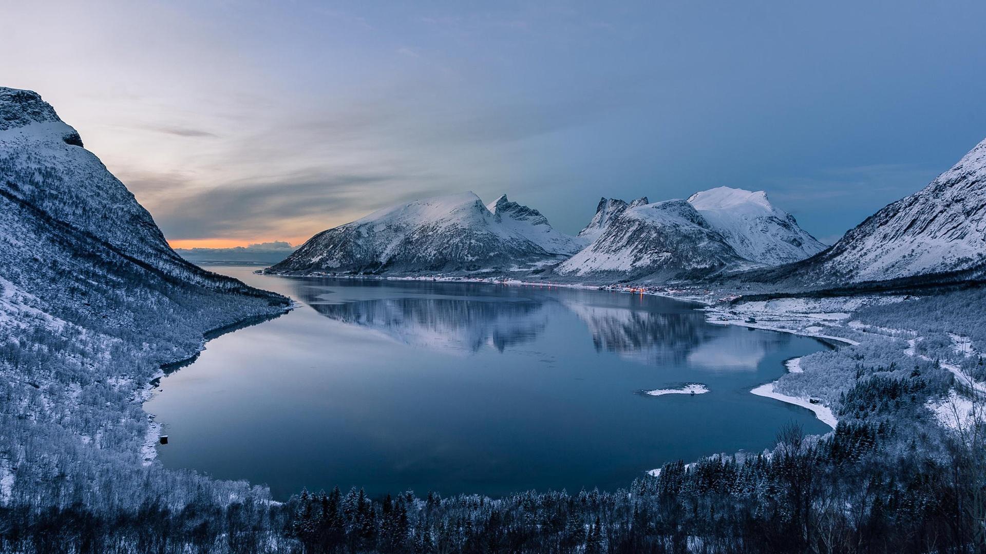 Lago Con Montañas Nevadas Hd: Montañas, Invierno, Nieve, Bosque, Lago, Paisaje De La