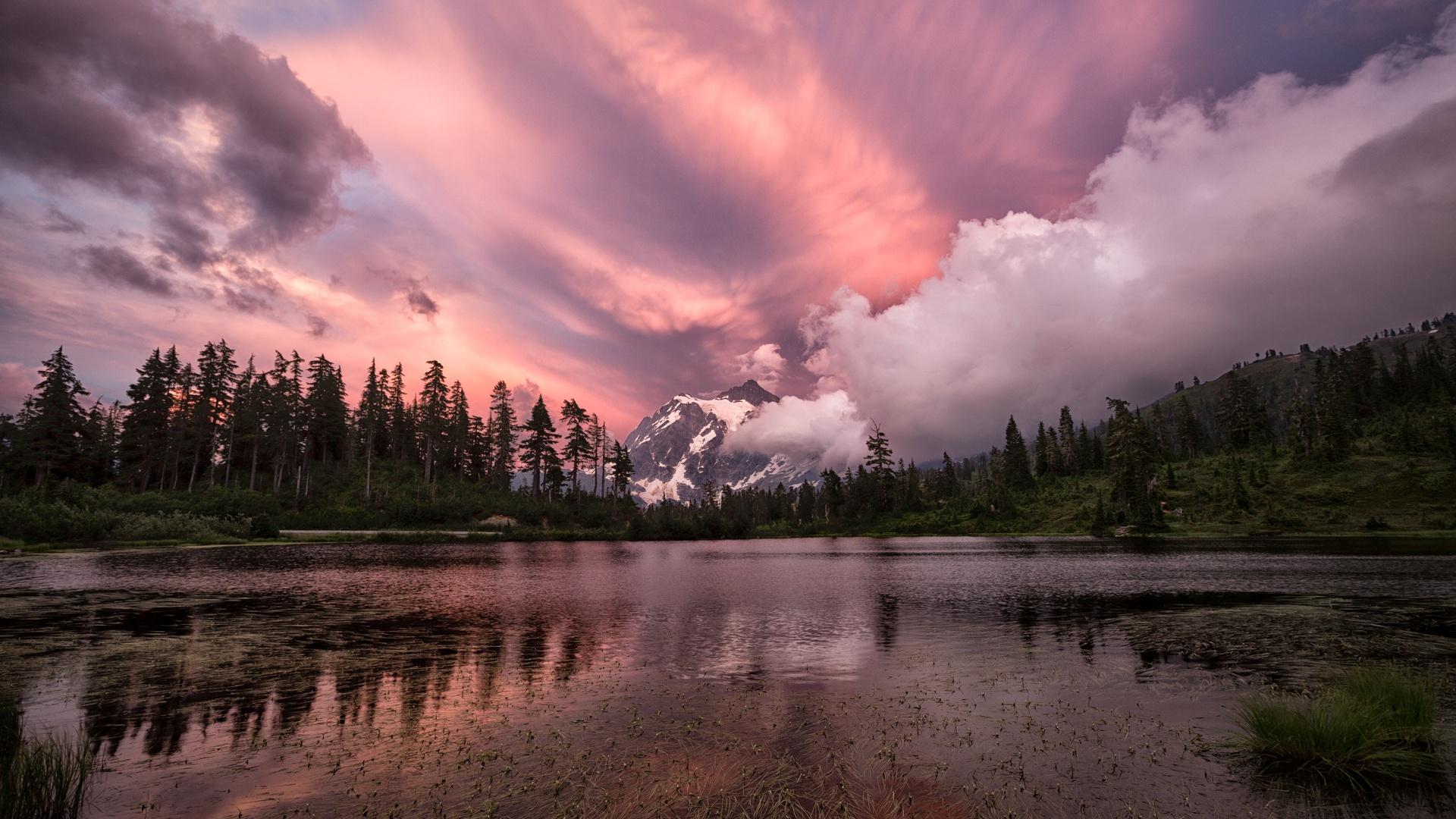 Облака над озером, галька, горы, лес  № 2950483 без смс