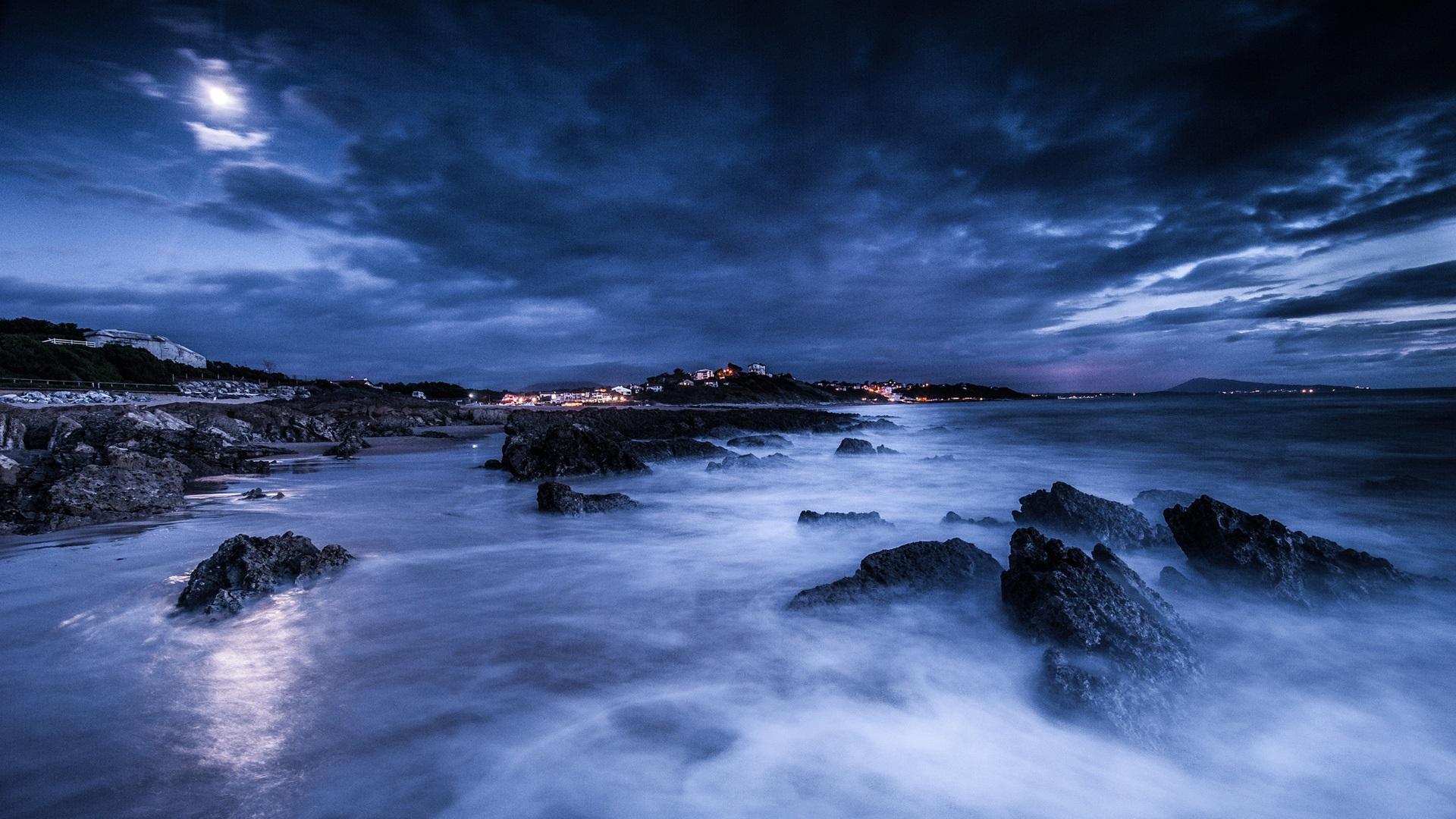 Mar, noche, luna, nubes, rocas, orilla, luces, azul Fondos ...