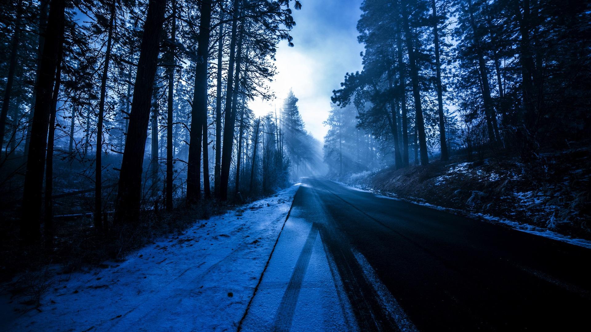 заснеженная дорога на закате анонимно
