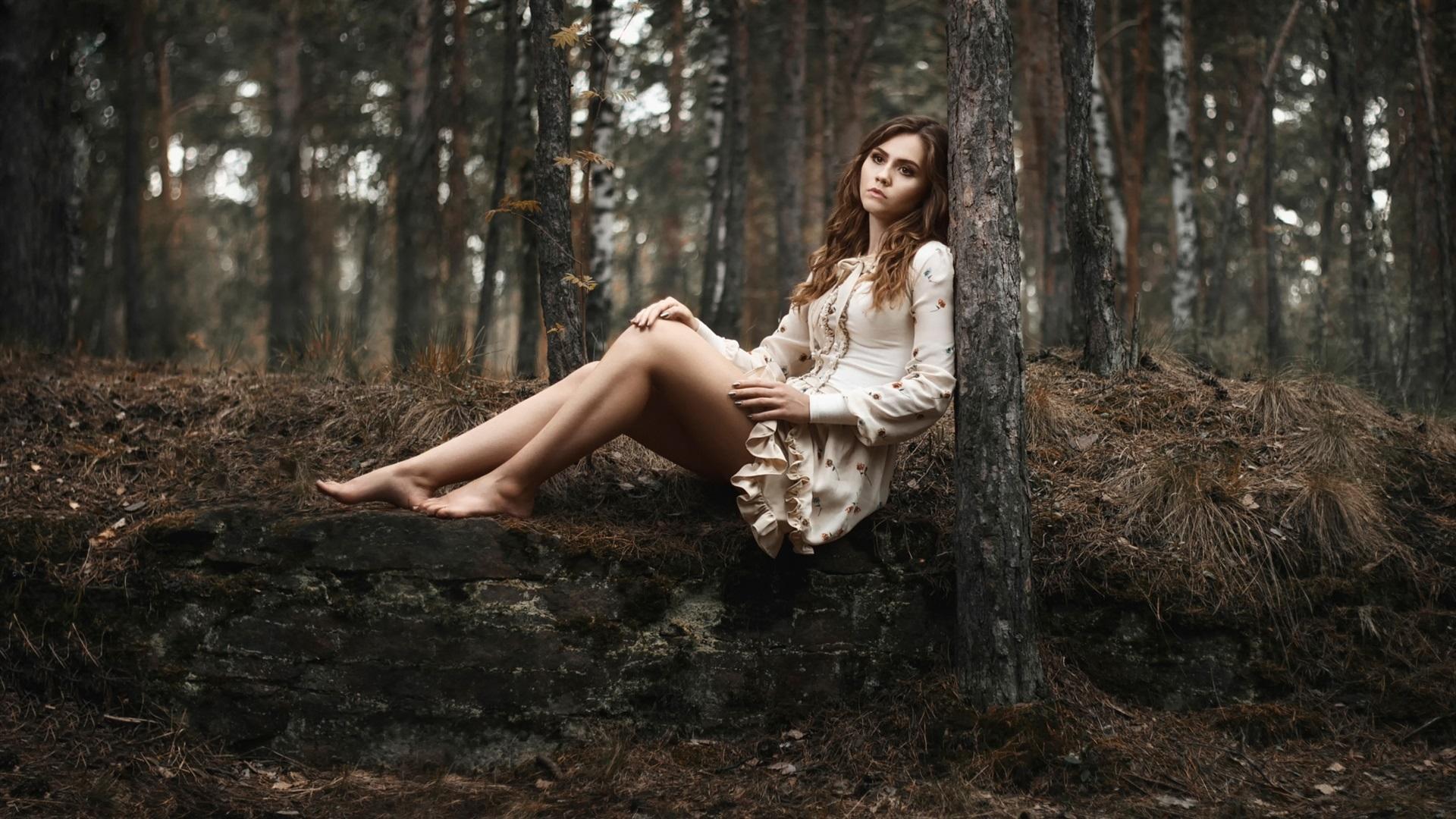 отдалась лесу девка в