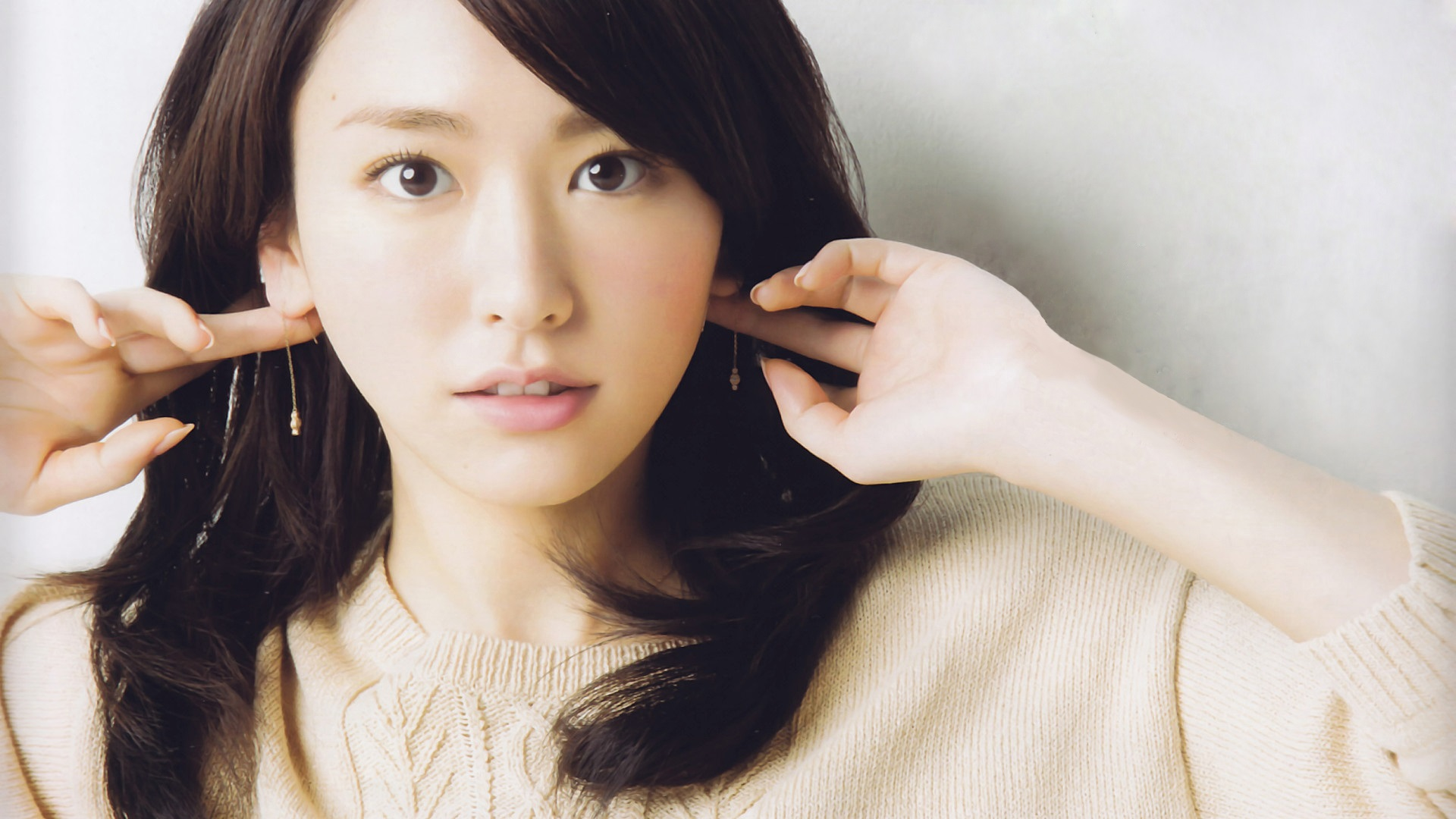 Aragaki Yui 08 640x960 Iphone 4 4s Wallpaper Background Picture Image