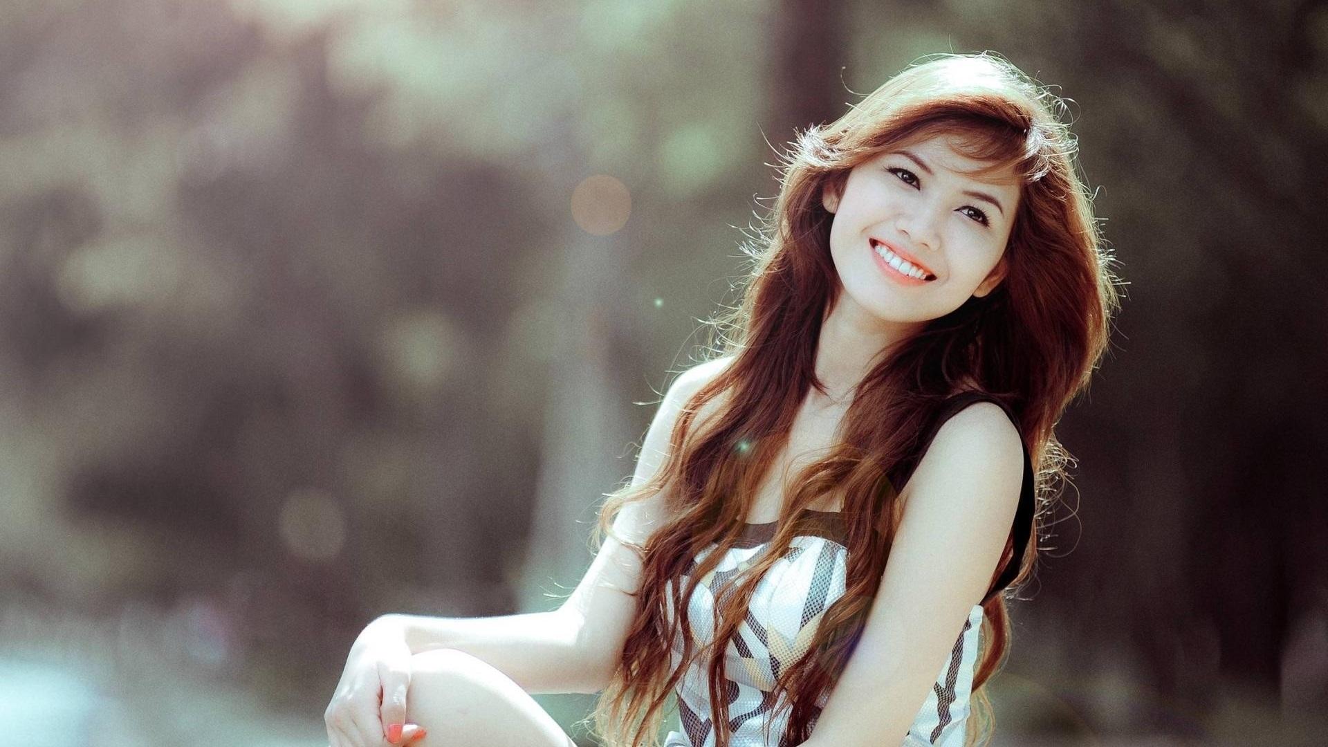 девченка веселая улыбка на телефон