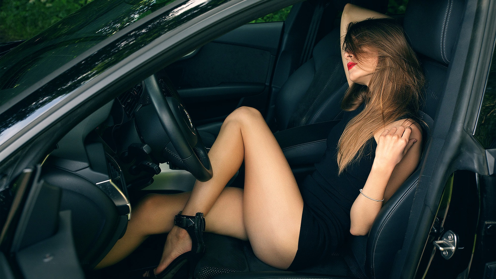 Wallpaper Sexy Girl In Car Beautiful Legs 1920x1200 Hd Picture Image