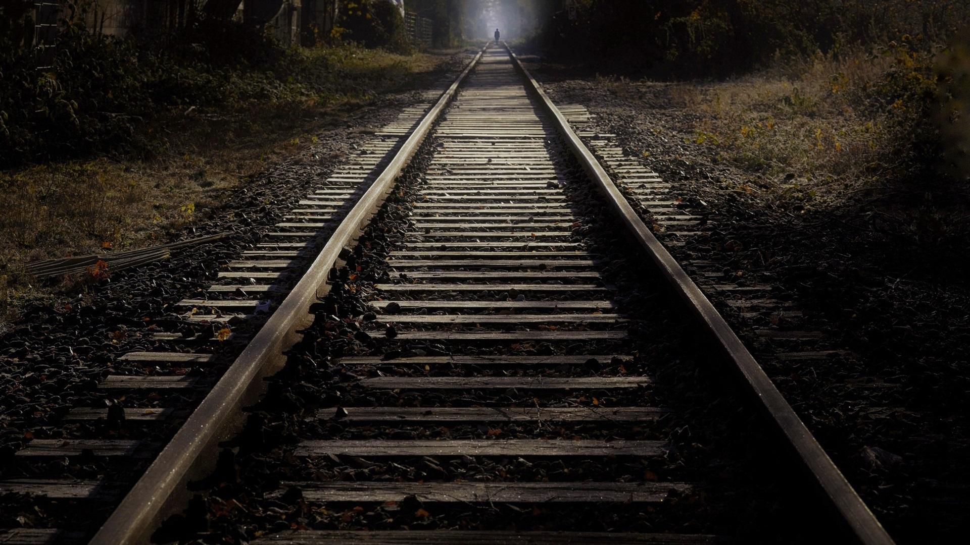 слух том, картинки темный фон лес железная дорога его мощные струи