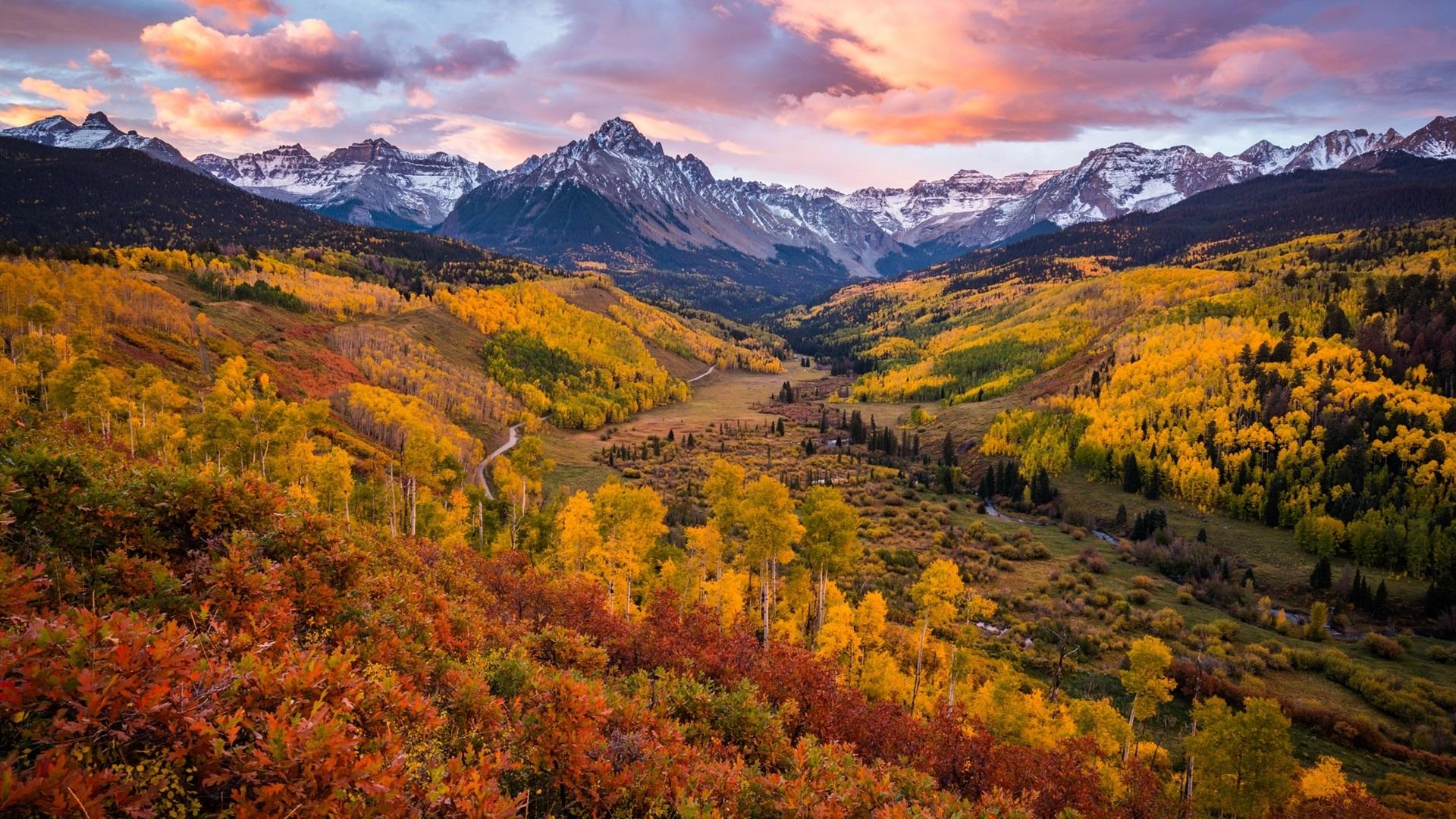 foto de Fonds d'écran Beau paysage d'automne, arbres, nuages, montagnes ...