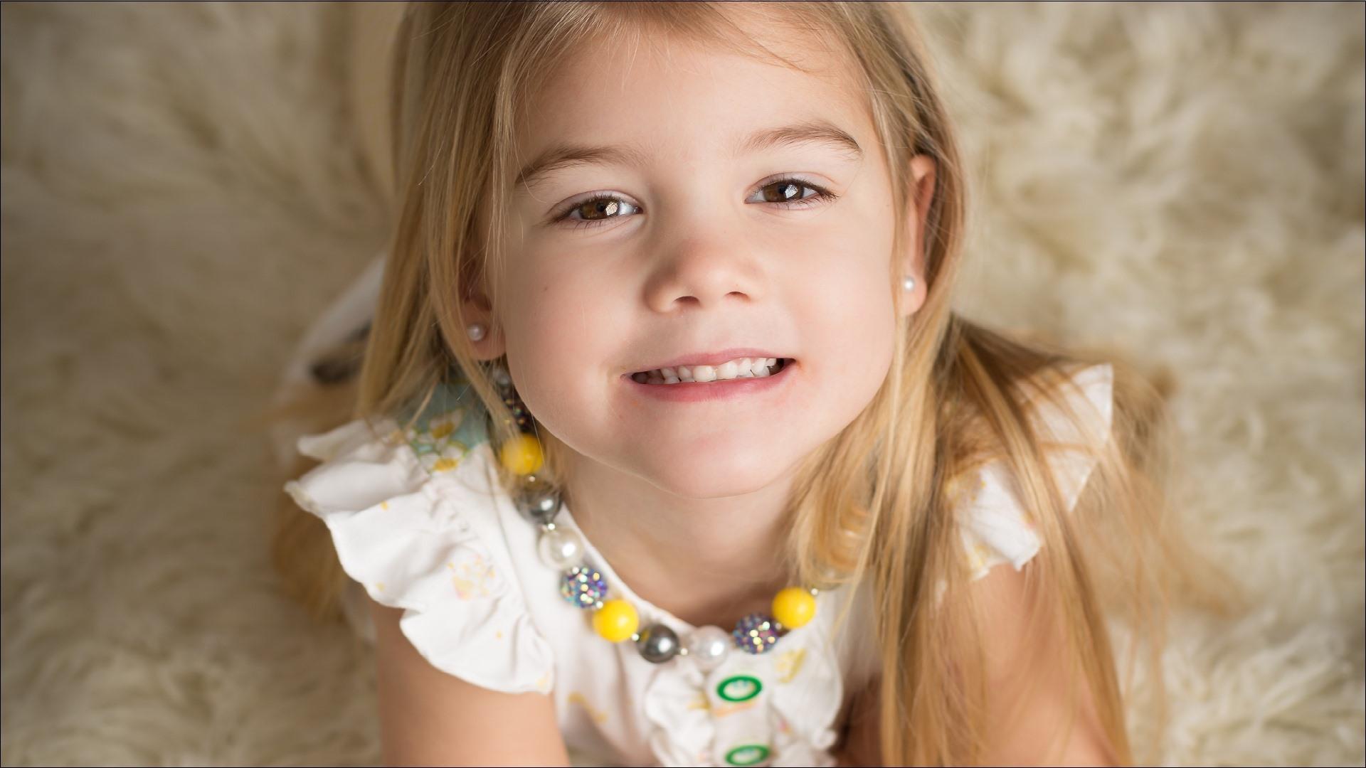Wallpaper Lovely Blonde Little Girl Child Smile 1920x1080 Full Hd 2k Picture Image