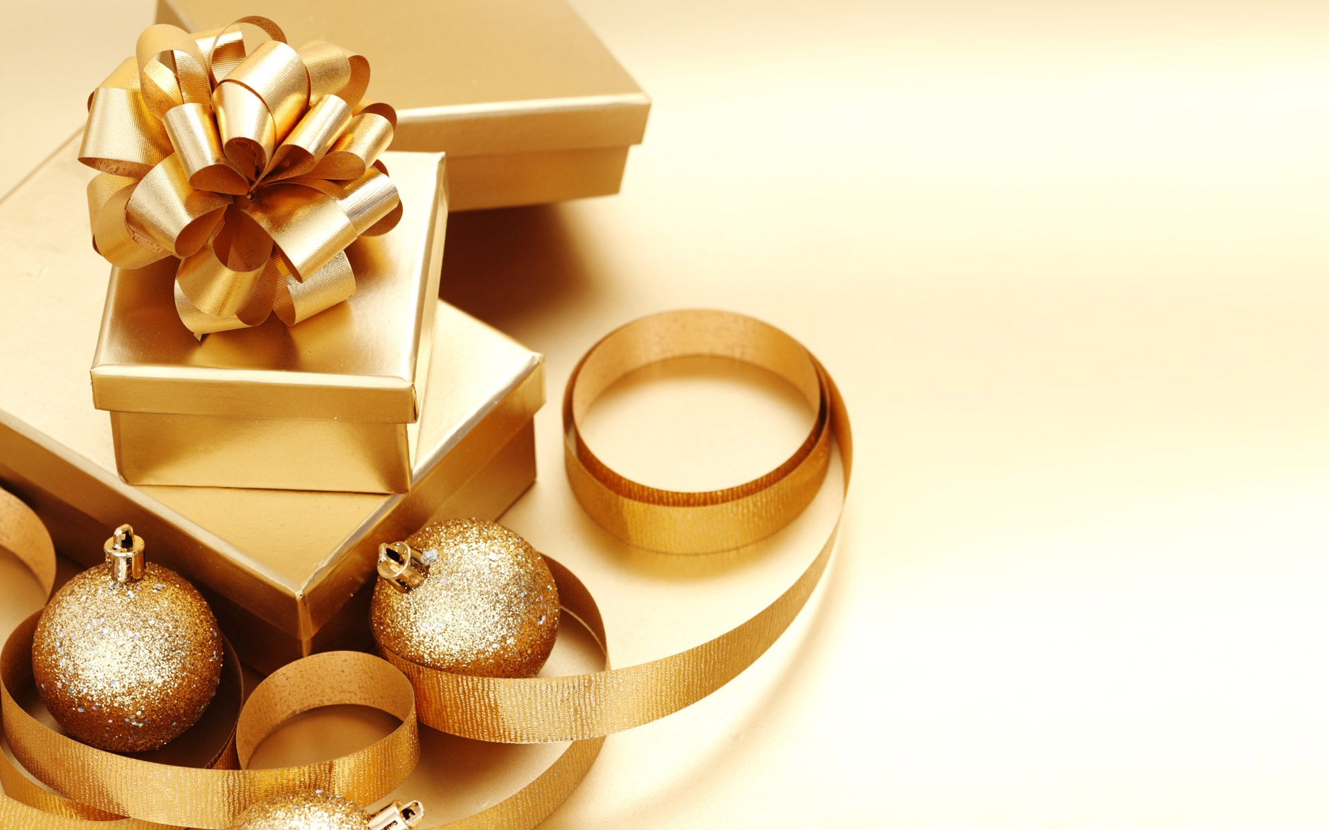 Great Gold Christmas Ornaments 1920 x 1200 · 369 kB · jpeg