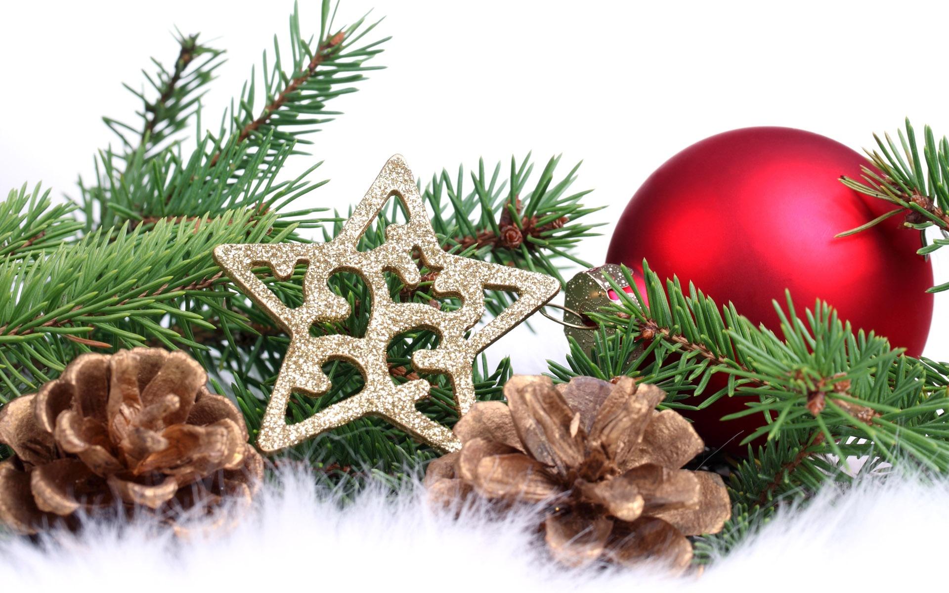 новый год,корзинки,игрушки,хвойные лапы,шишки  № 639659 загрузить