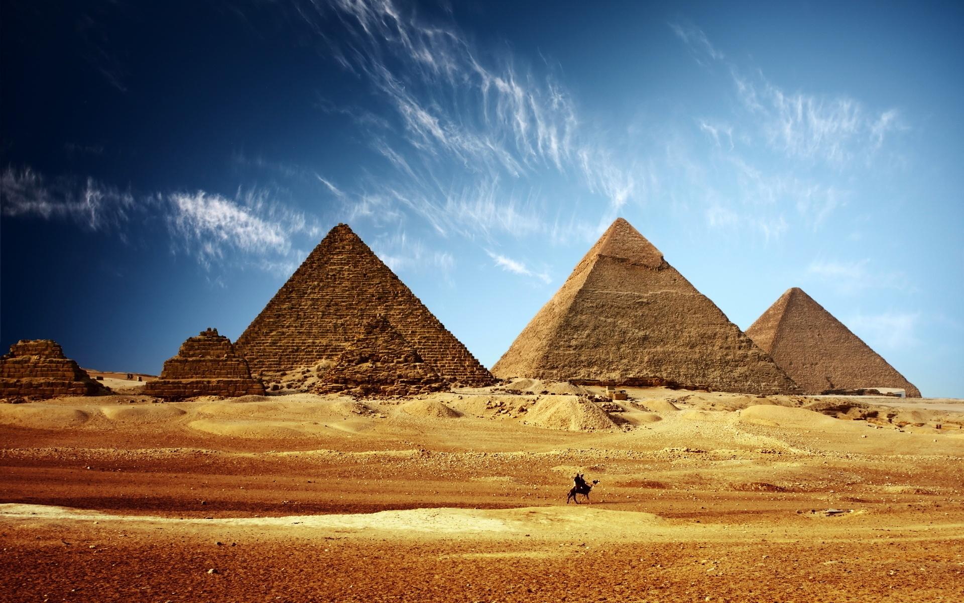 エジプトのピラミッド黄金の砂、青い空 壁紙 - 1920x1200   エジプトのピラミッド黄金