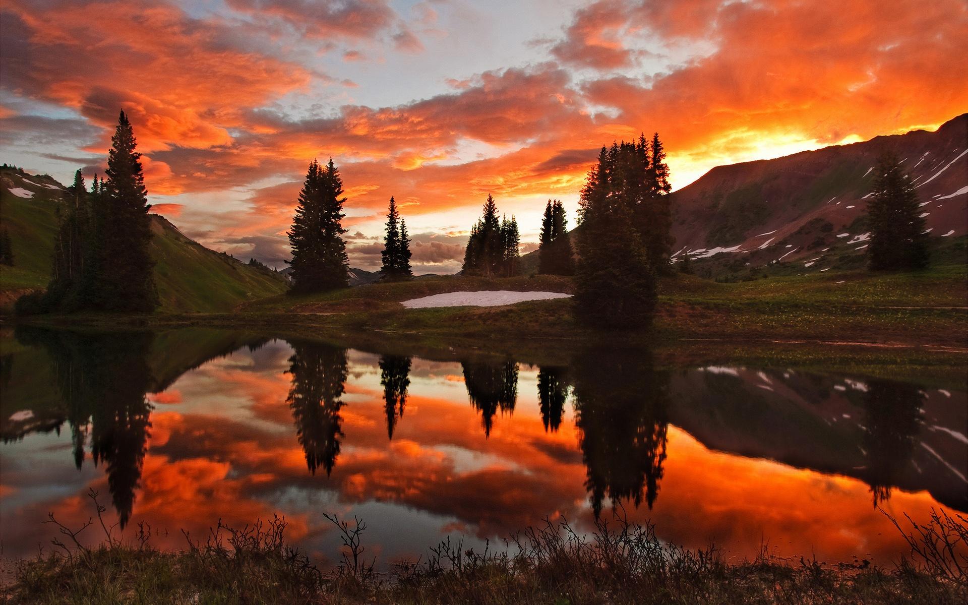 озеро в лесу на закате  № 380204 загрузить