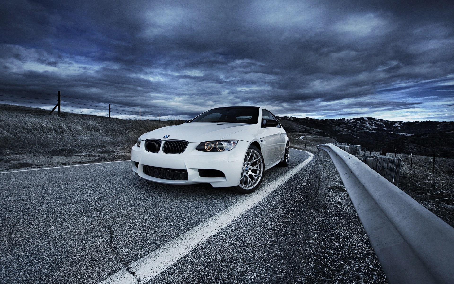 белый автомобиль BMW бесплатно