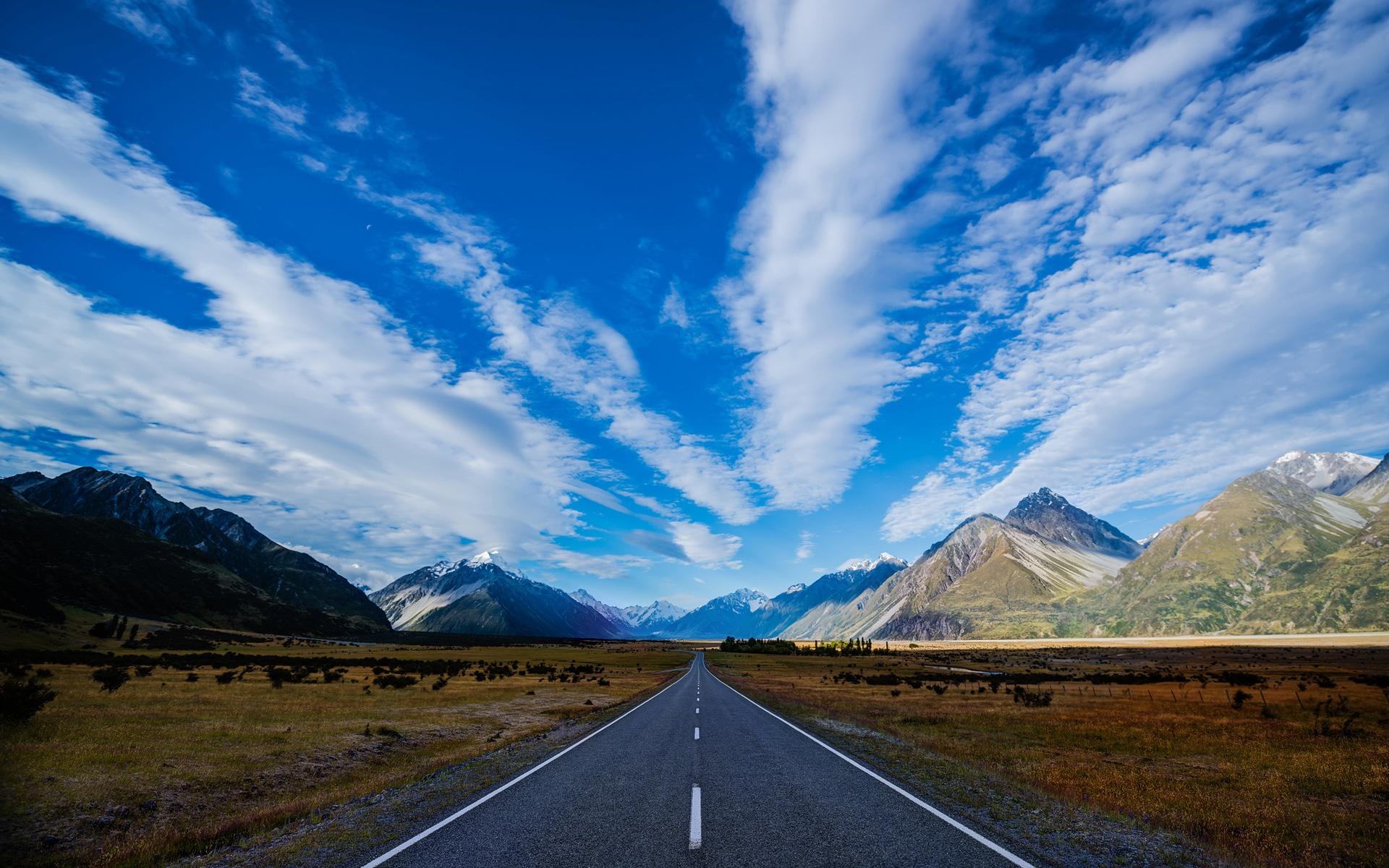 neuseeland autobahn stra e berge blauer himmel wei e wolken 1920x1200 hd hintergrundbilder. Black Bedroom Furniture Sets. Home Design Ideas