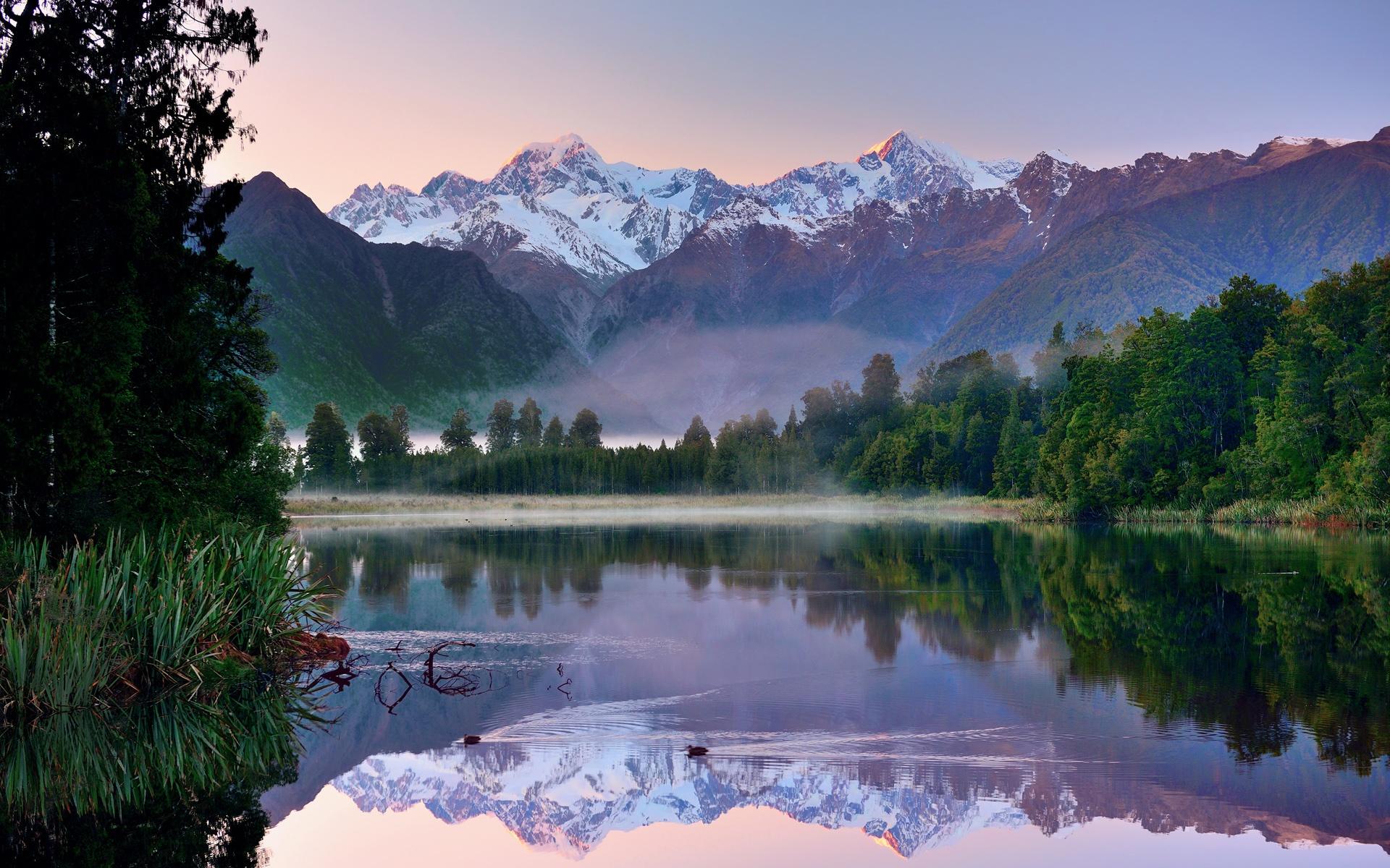 Lake Mountain Reflection Minimalism Wallpapers Hd: 壁紙 ニュージーランドの朝の風景、山、湖、森、水の反射 1920x1200 HD 無料のデスクトップの背景, 画像