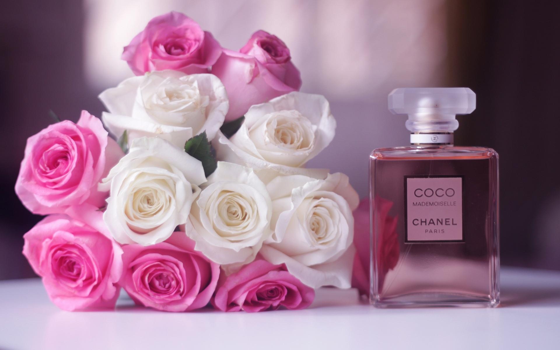 chanel coco mademoiselle parfum, blanc et rose fleurs fonds d