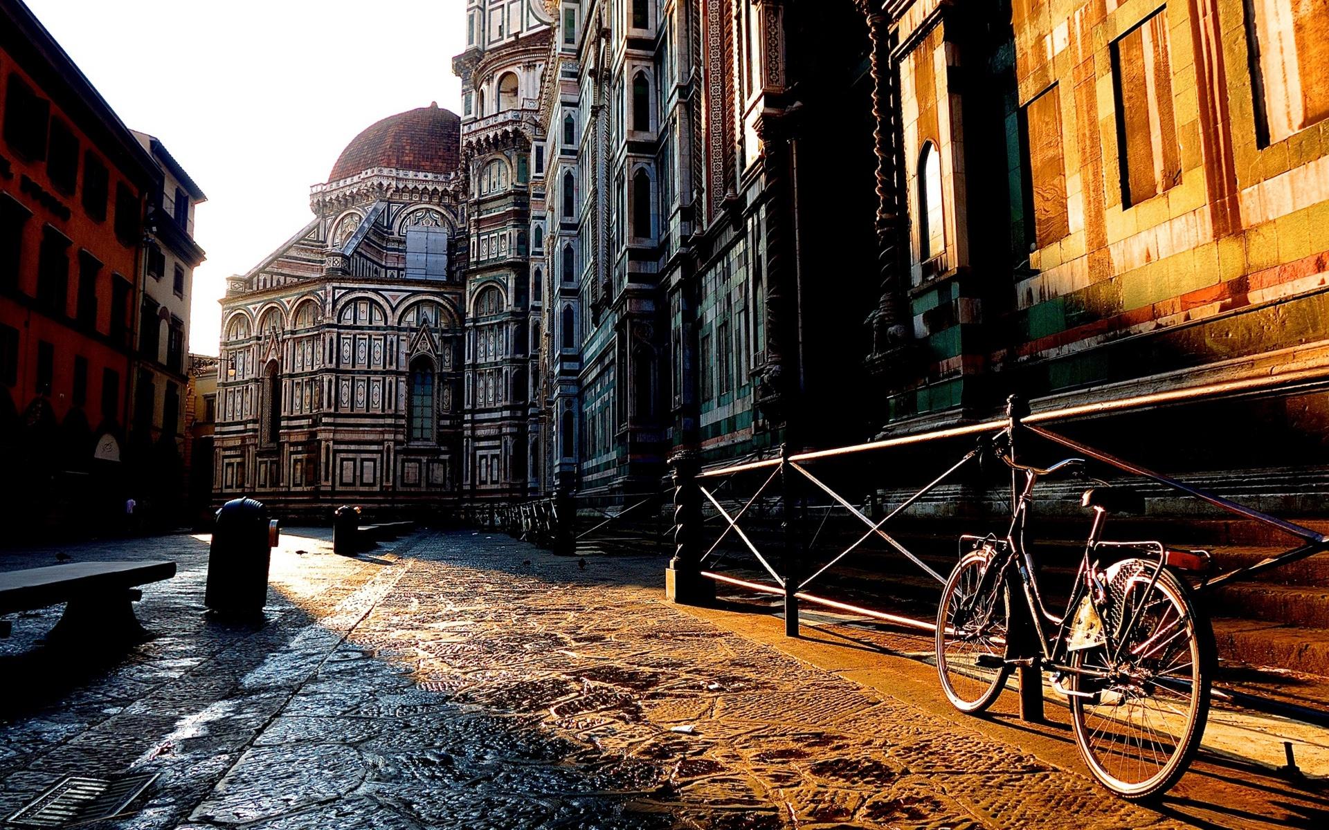 Otra misión cumplida... y otra multa de tránsito. Florence-Toscana-Italy-city-street-house-bike-sunrise_1920x1200