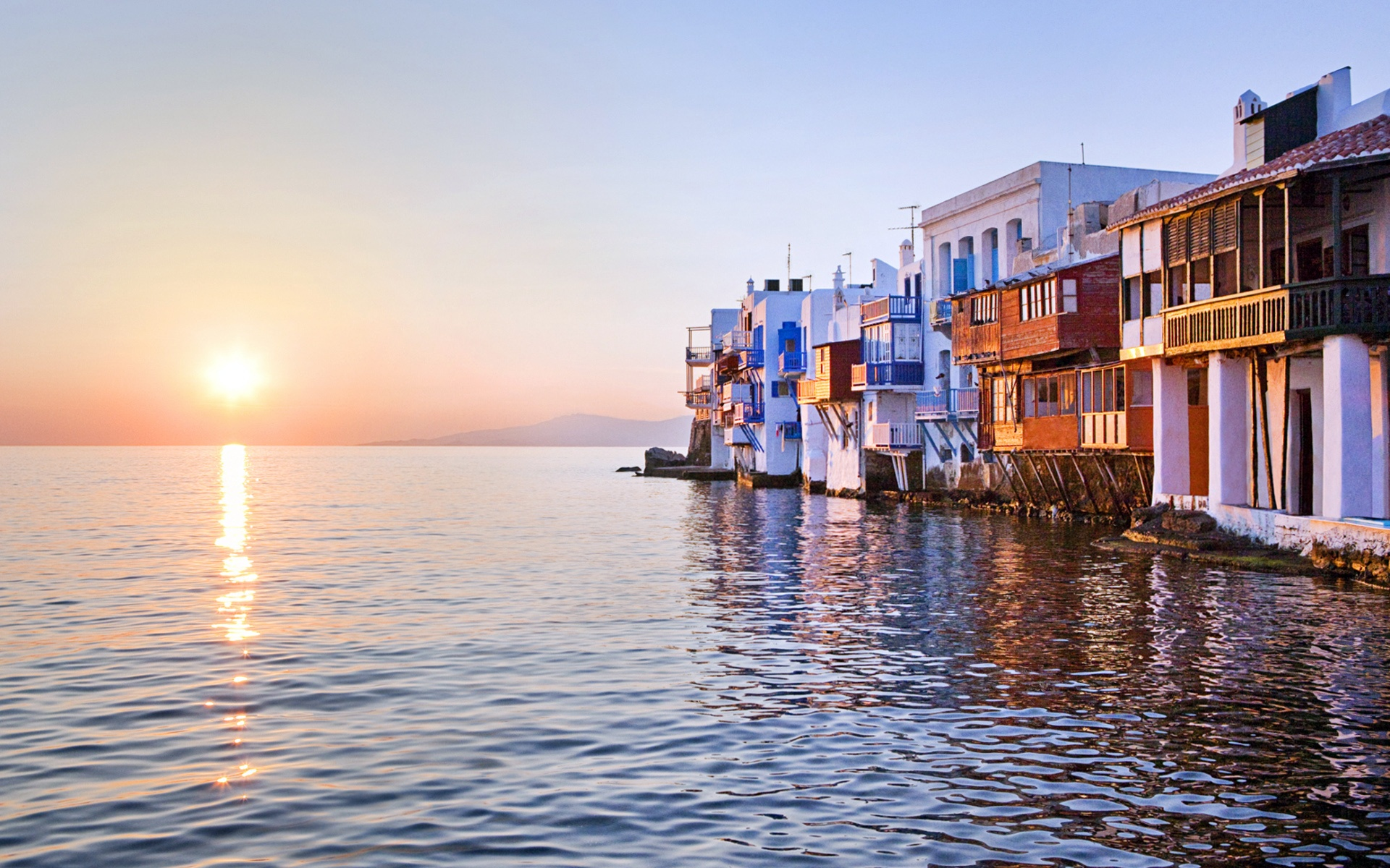 Haus am meer bei sonnenuntergang  Sonnenuntergang reflektiert über Meer, Klein-Venedig, Mykonos ...