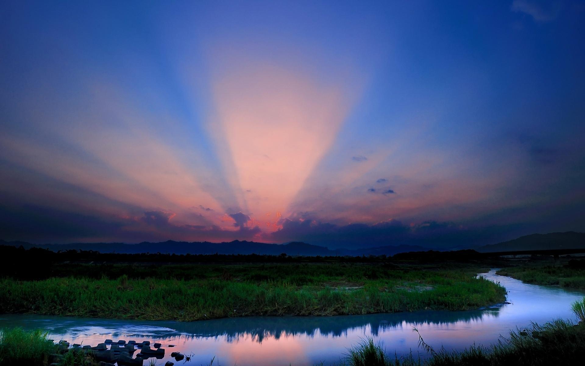 облака лучи горы вода скачать