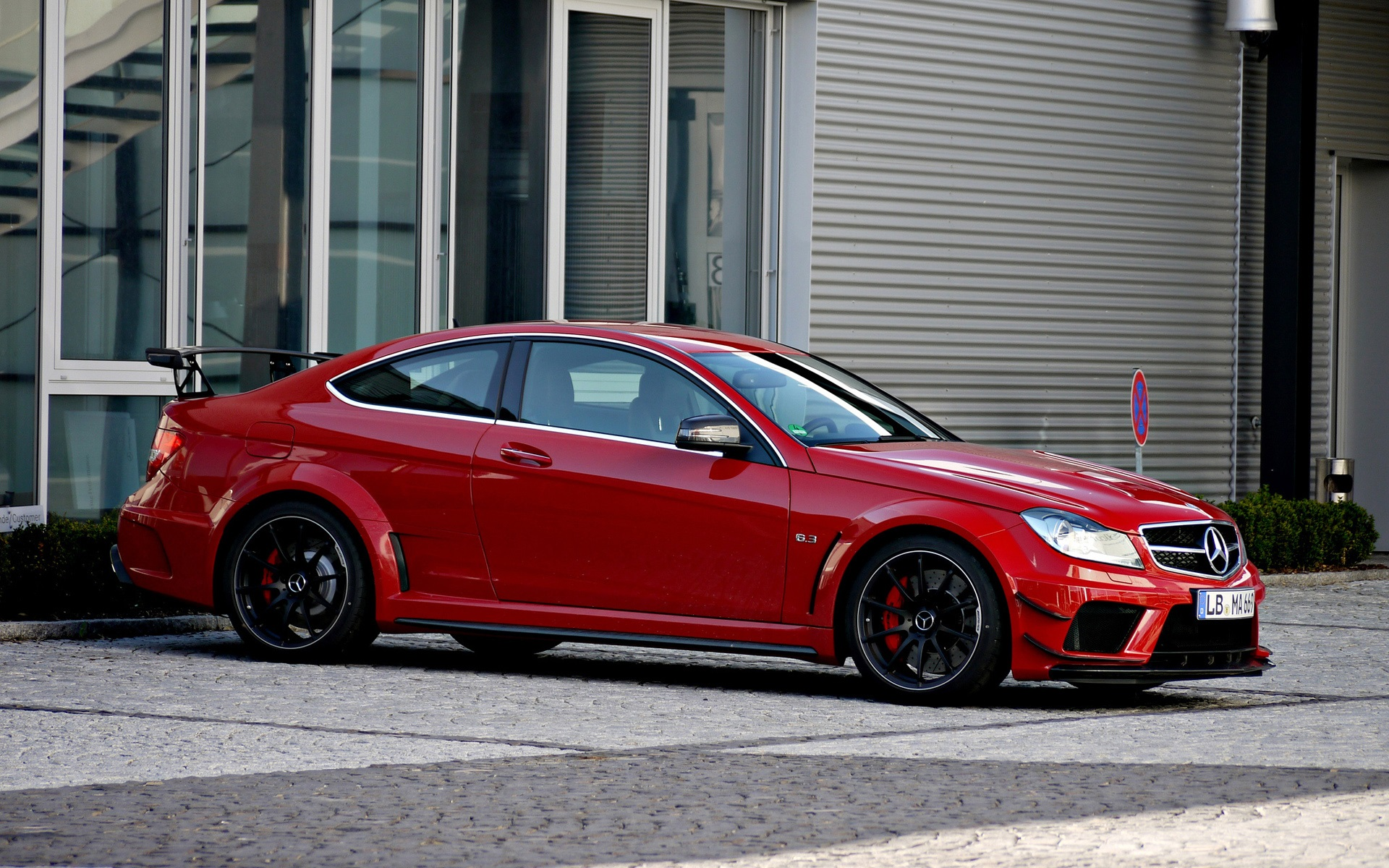 Download wallpaper 1920x1200 red mercedes benz c63 amg for Mercedes benz christmas commercial