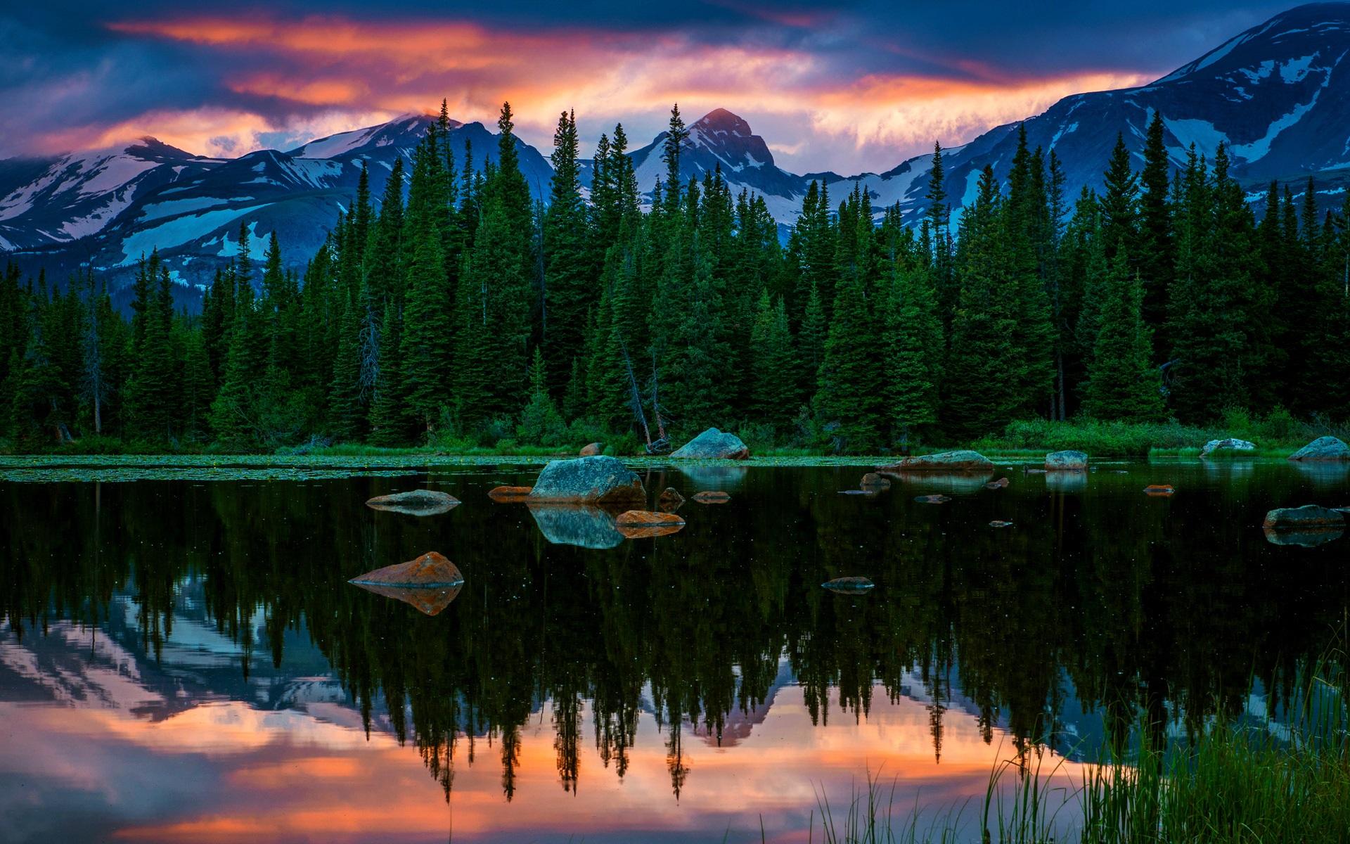 壁紙 アメリカ、コロラド州、レッドロック湖、湖、山、森、夕焼け ...