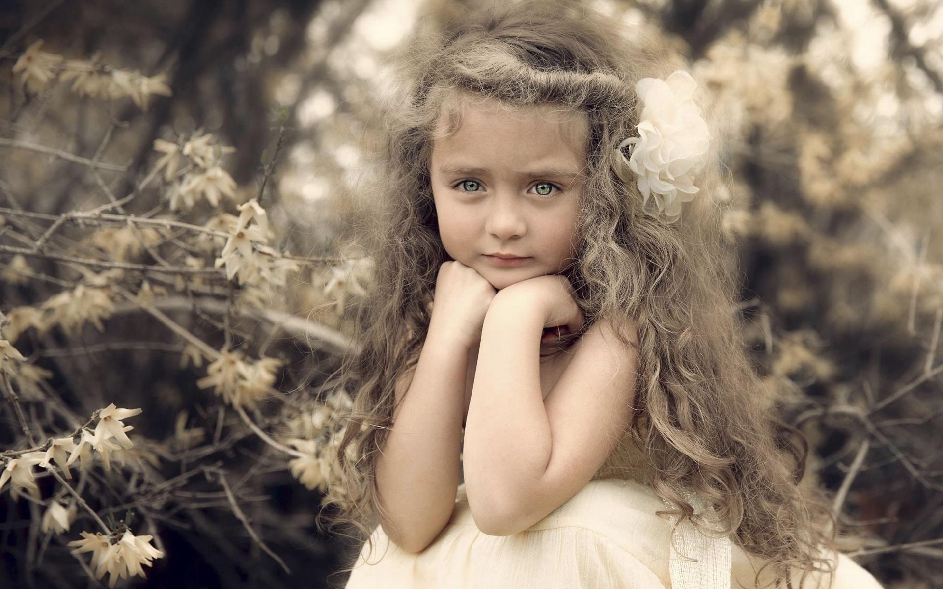 Wallpaper Beautiful Cute Girl Portrait Curls Flower 1920x1200 Hd Picture Image
