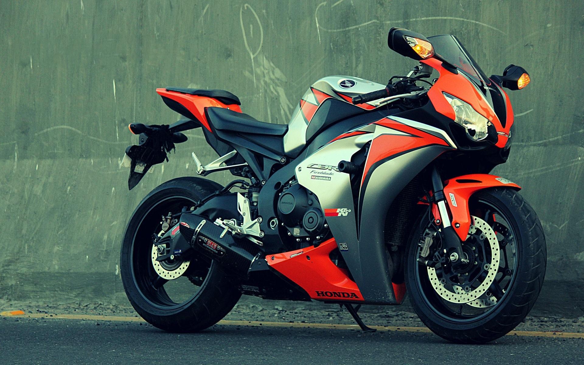 спортивный мотоцикл Honda  № 3935606 без смс