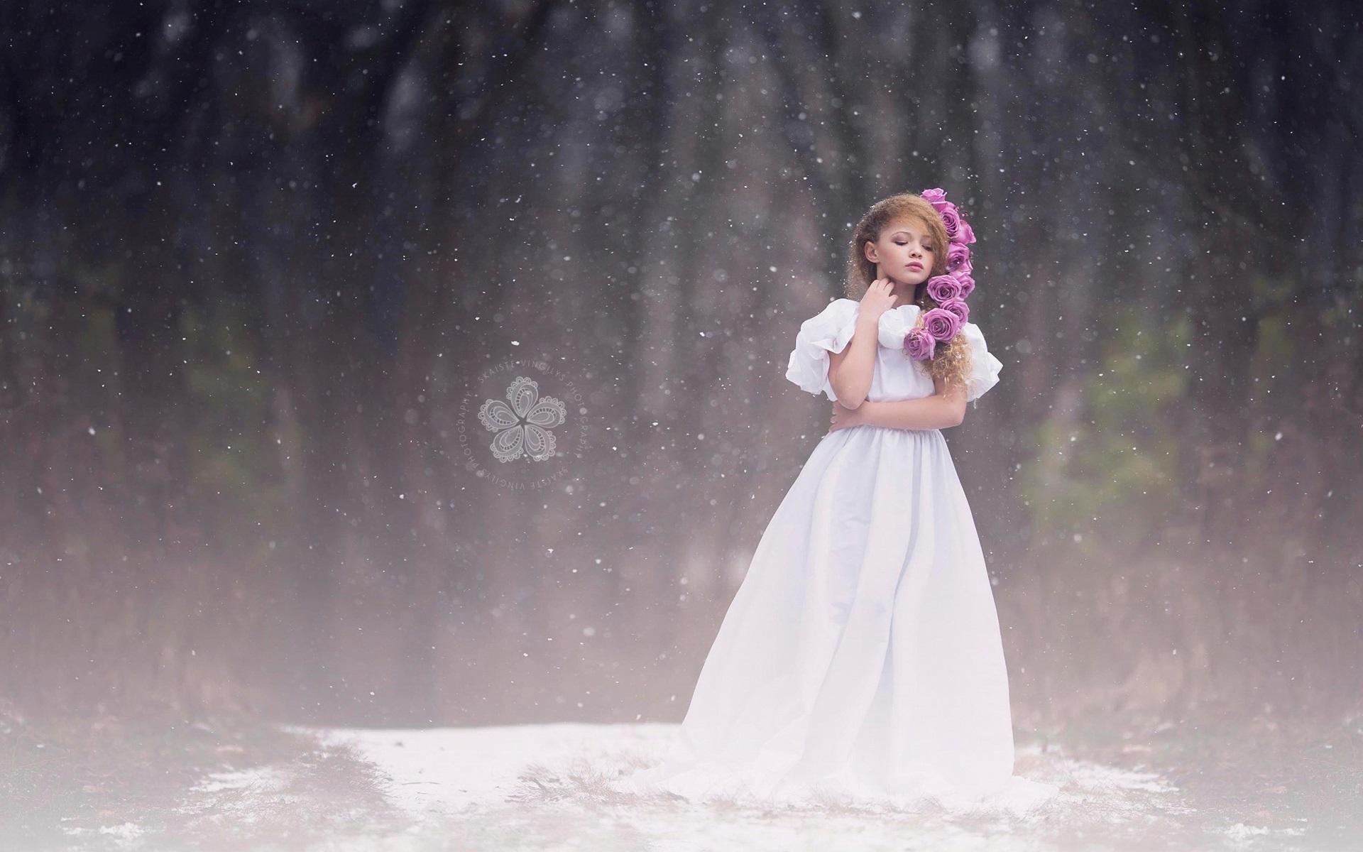 Wallpaper cute little girl white dress snow 1920x1200 hd - Cute little girl pic hd ...