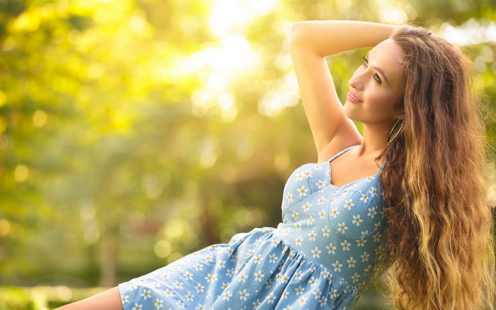 wallpaper happy girl in the summer, blue dress, sun 1920x1200 hd