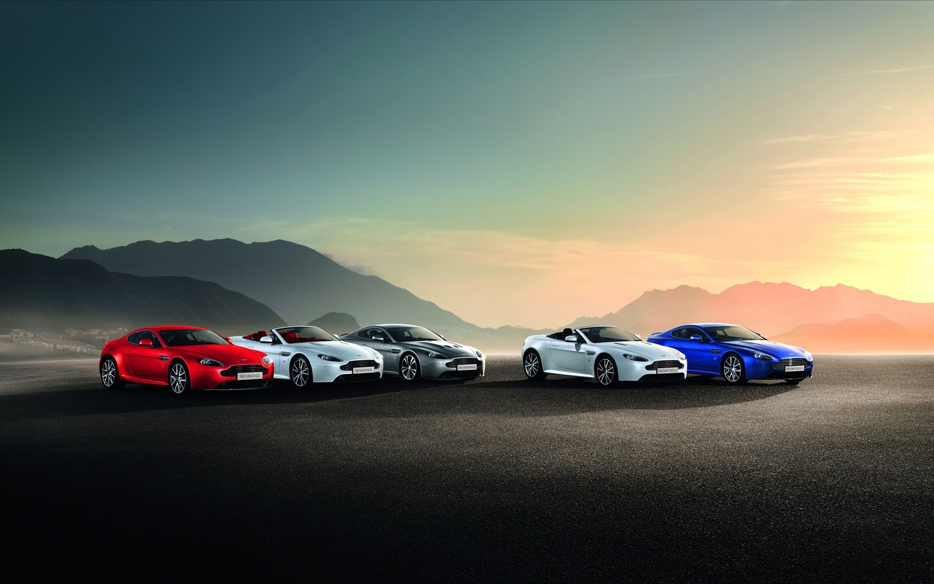 синий автомобиль Aston Martin  № 2593911 загрузить