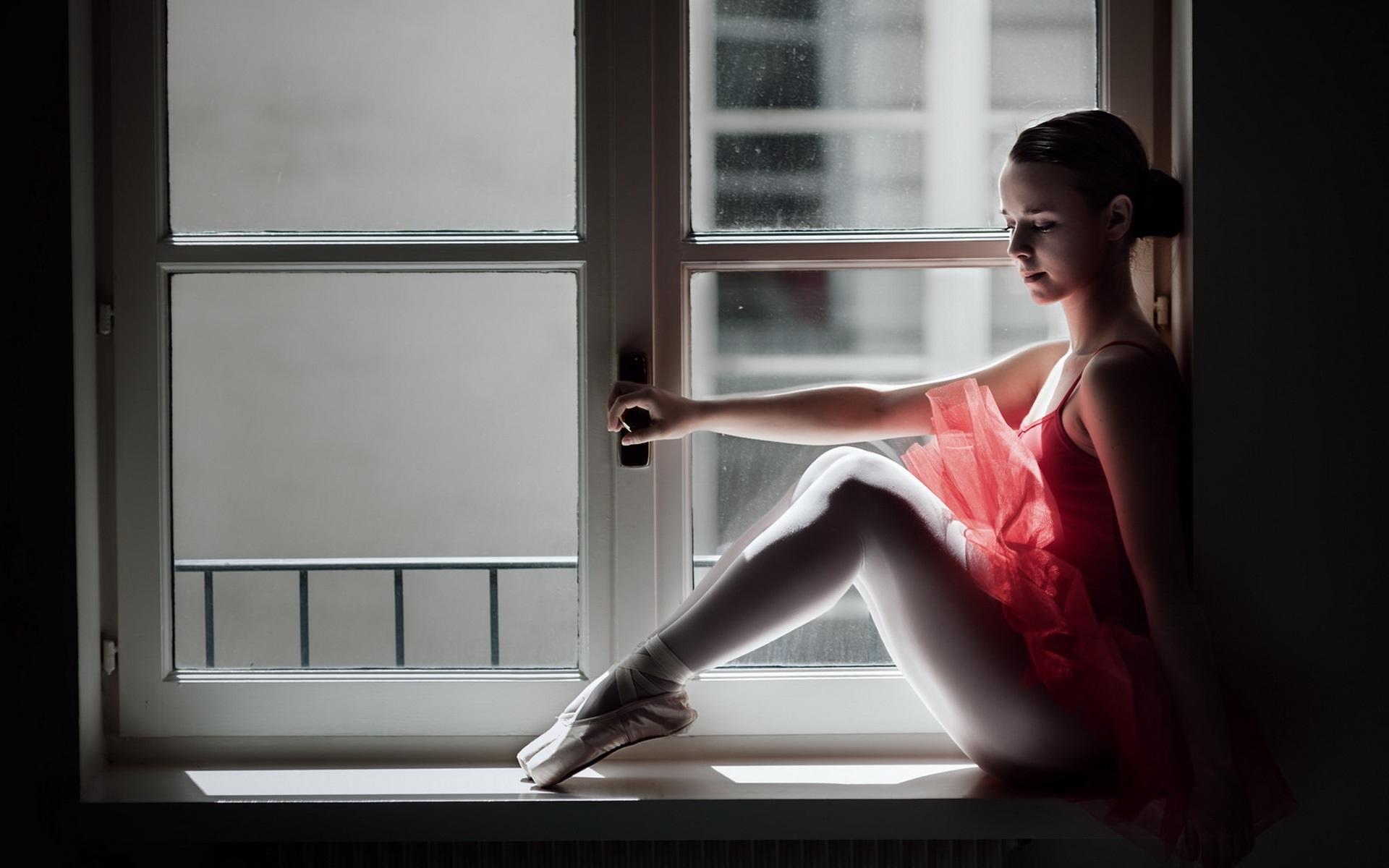 балерина сидит фото повернулся мне, подхватив