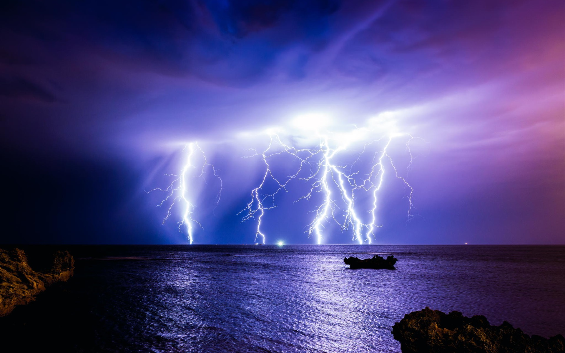молния на море живое фото есть