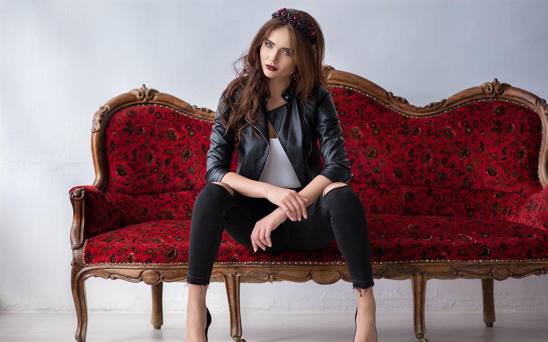 Видео цыганкой девка на диване